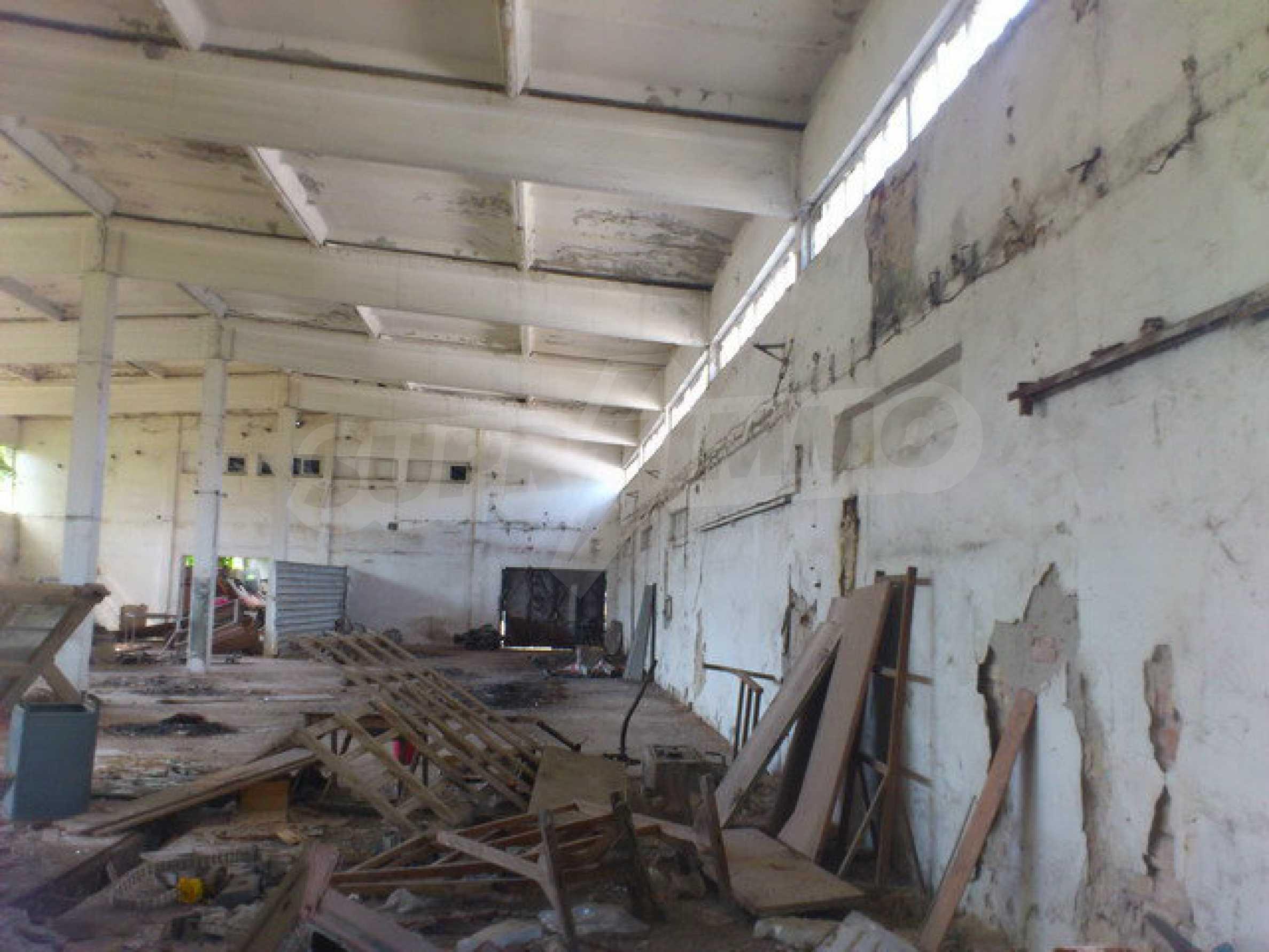 Ein Grundstück mit einer Halle in einem Industriegebiet von Gorna Oryahovitsa 7