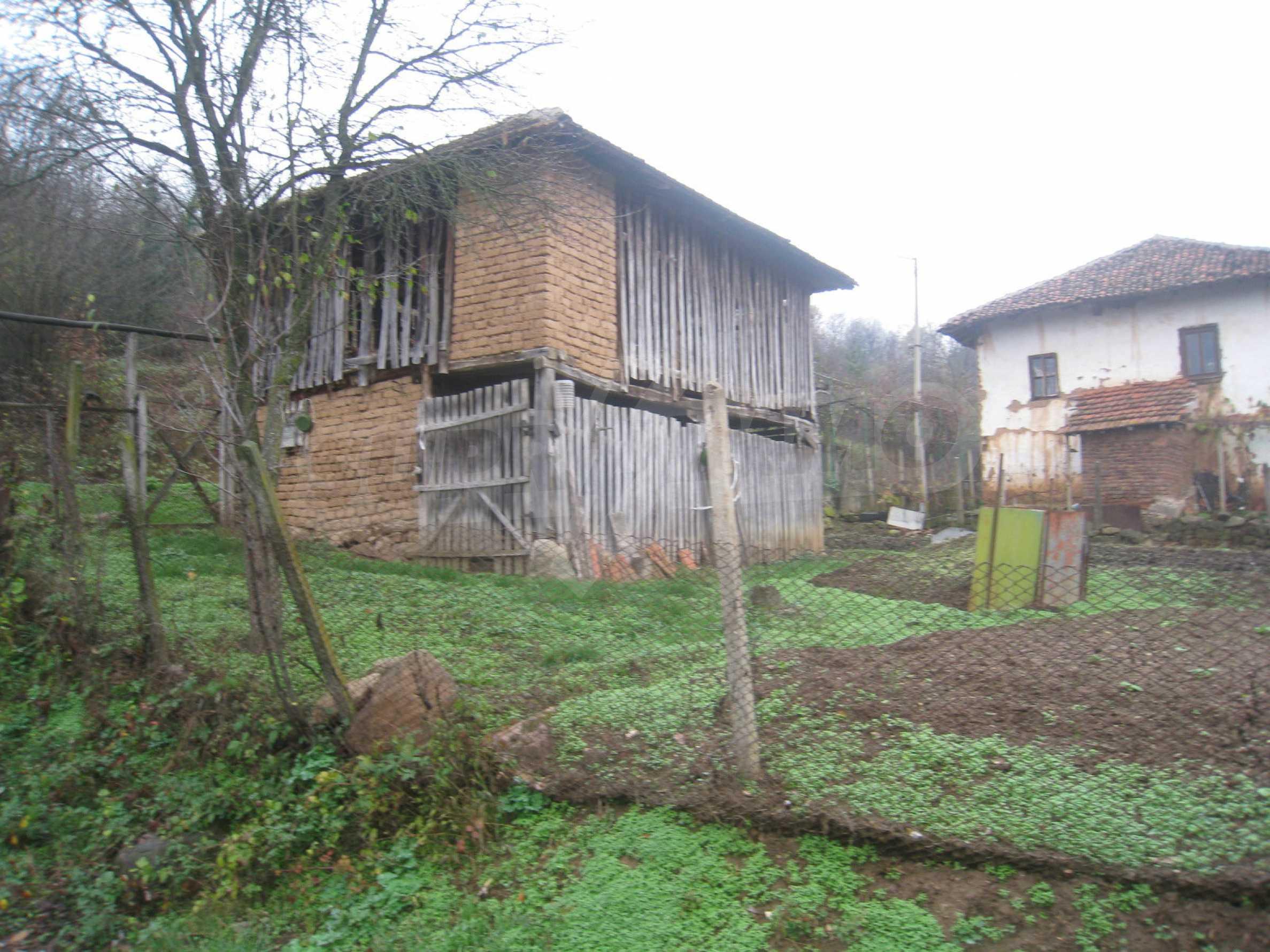 Haus mit Garten, Sommerküche und Nebengebäuden in der Nähe von Montana 40