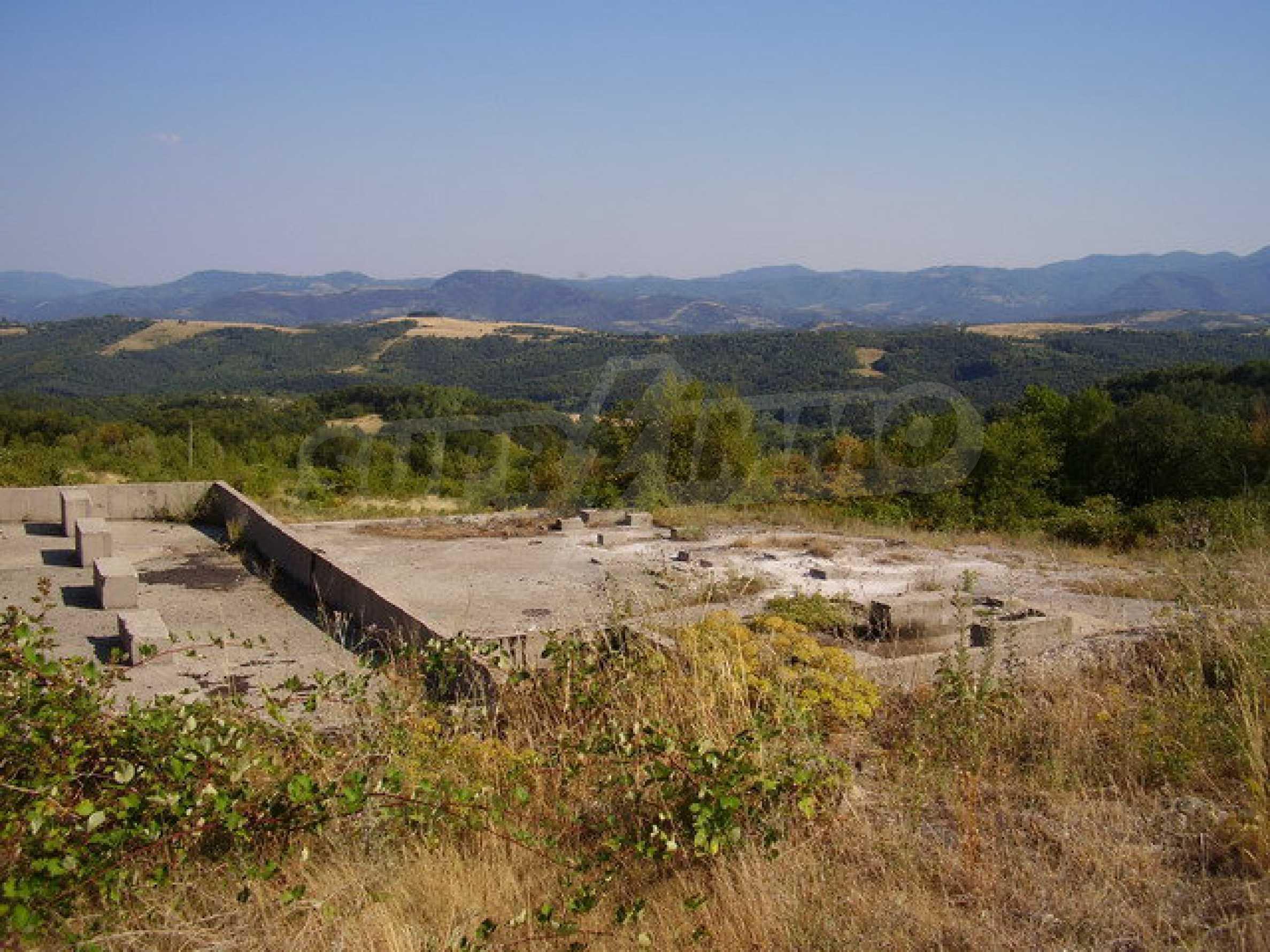 Земельный участок с прекрасным видом, пригодный для дачного поселка, вблизи города Трявна