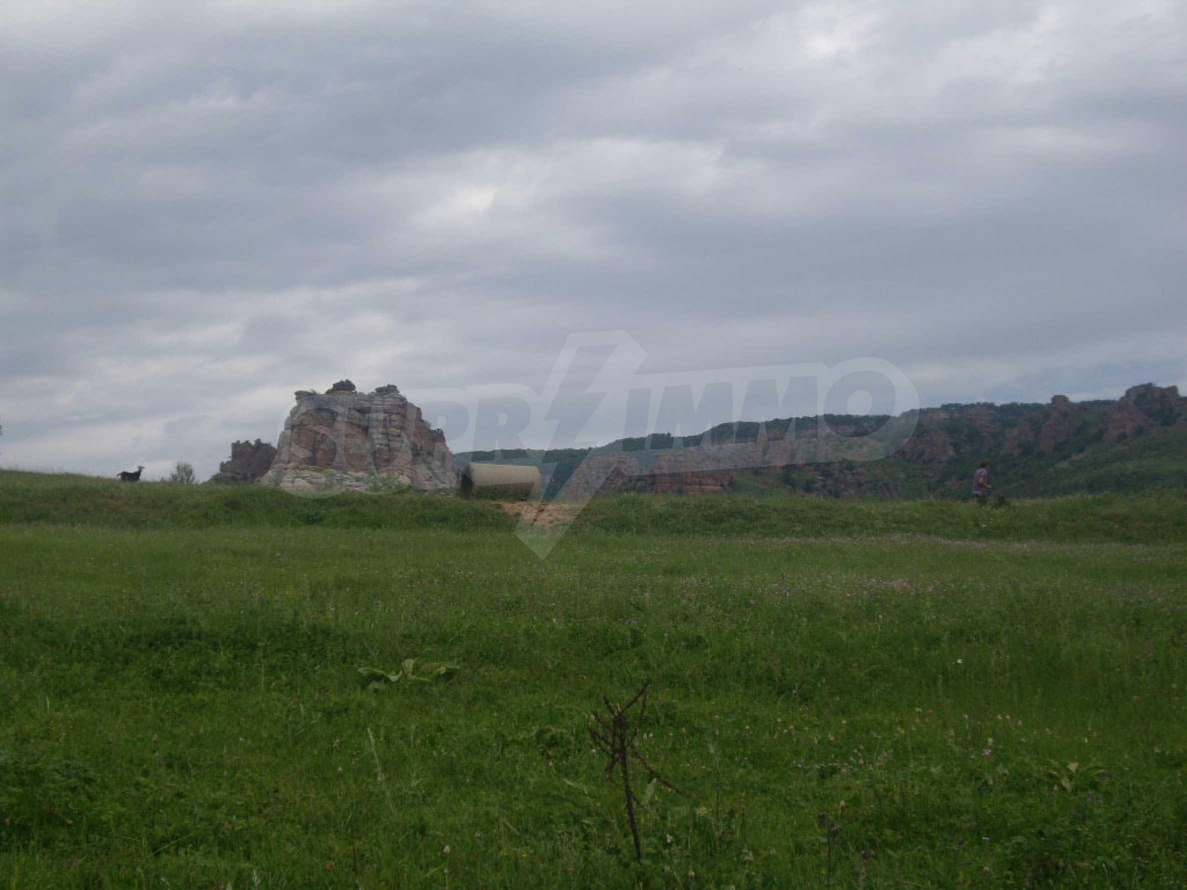 Großes unreguliertes Grundstück 50 km von Vidin entfernt