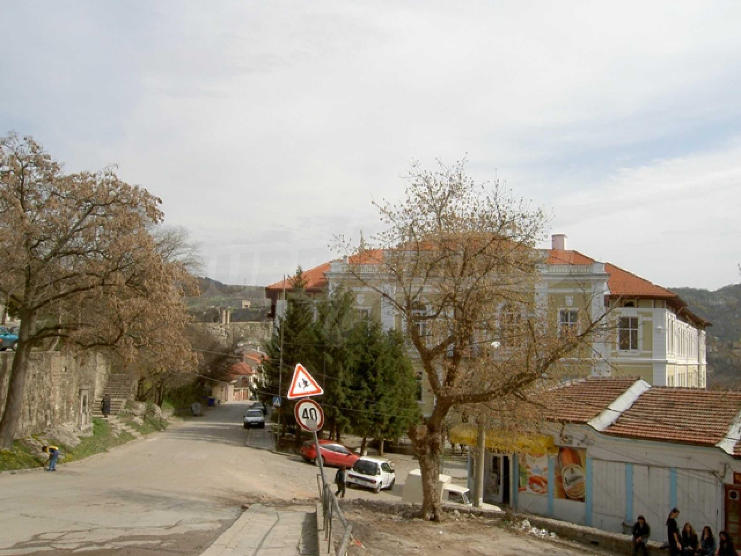 УПИ с отлична панорамна гледка към крепостта   Царевец   10