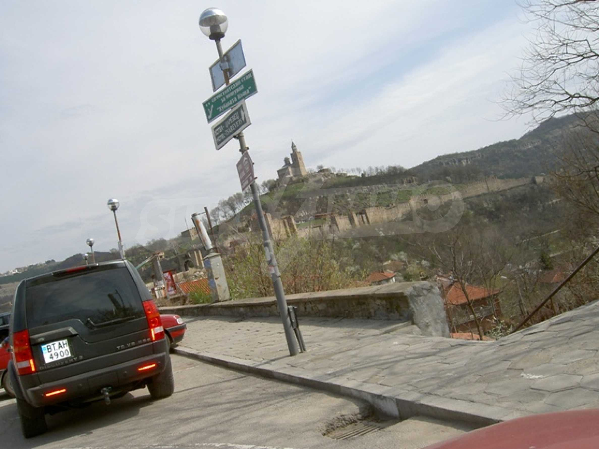 УПИ с отлична панорамна гледка към крепостта   Царевец   6