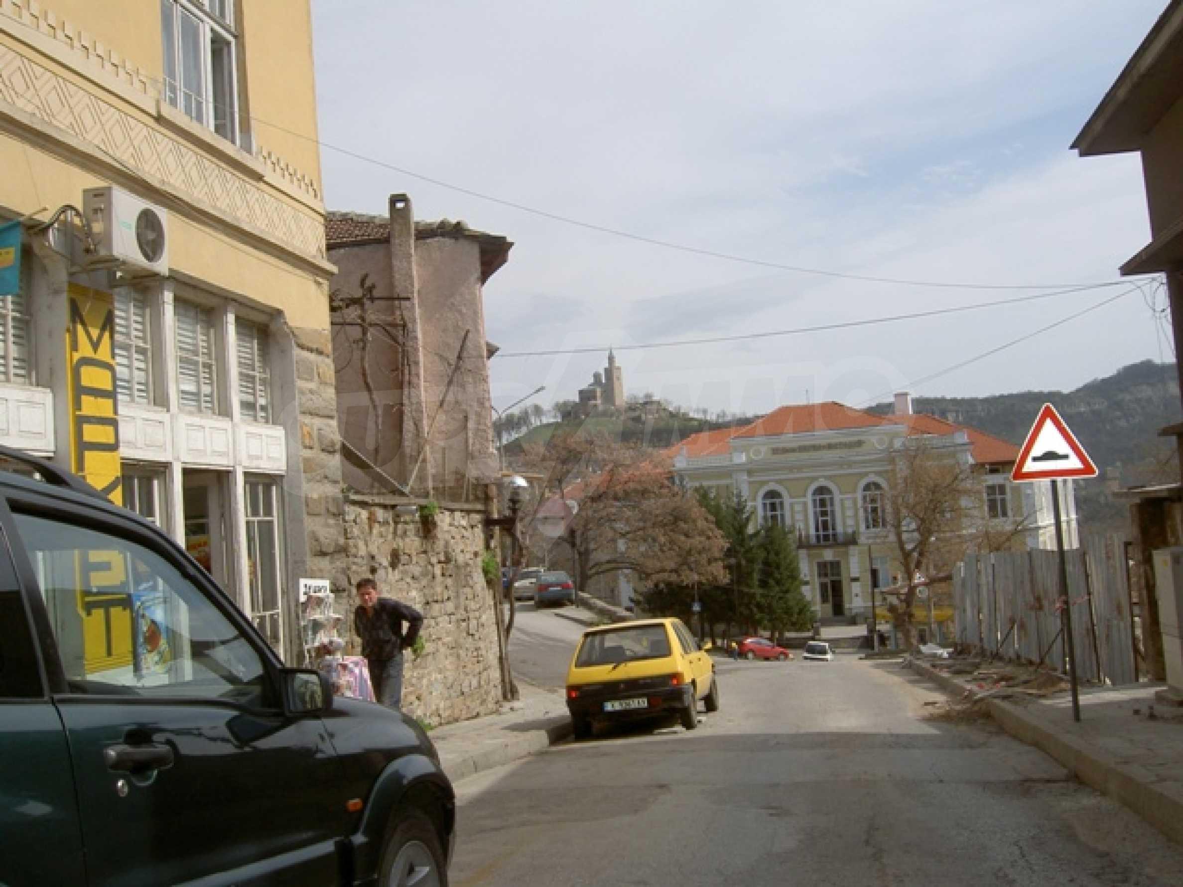 УПИ с отлична панорамна гледка към крепостта   Царевец   7