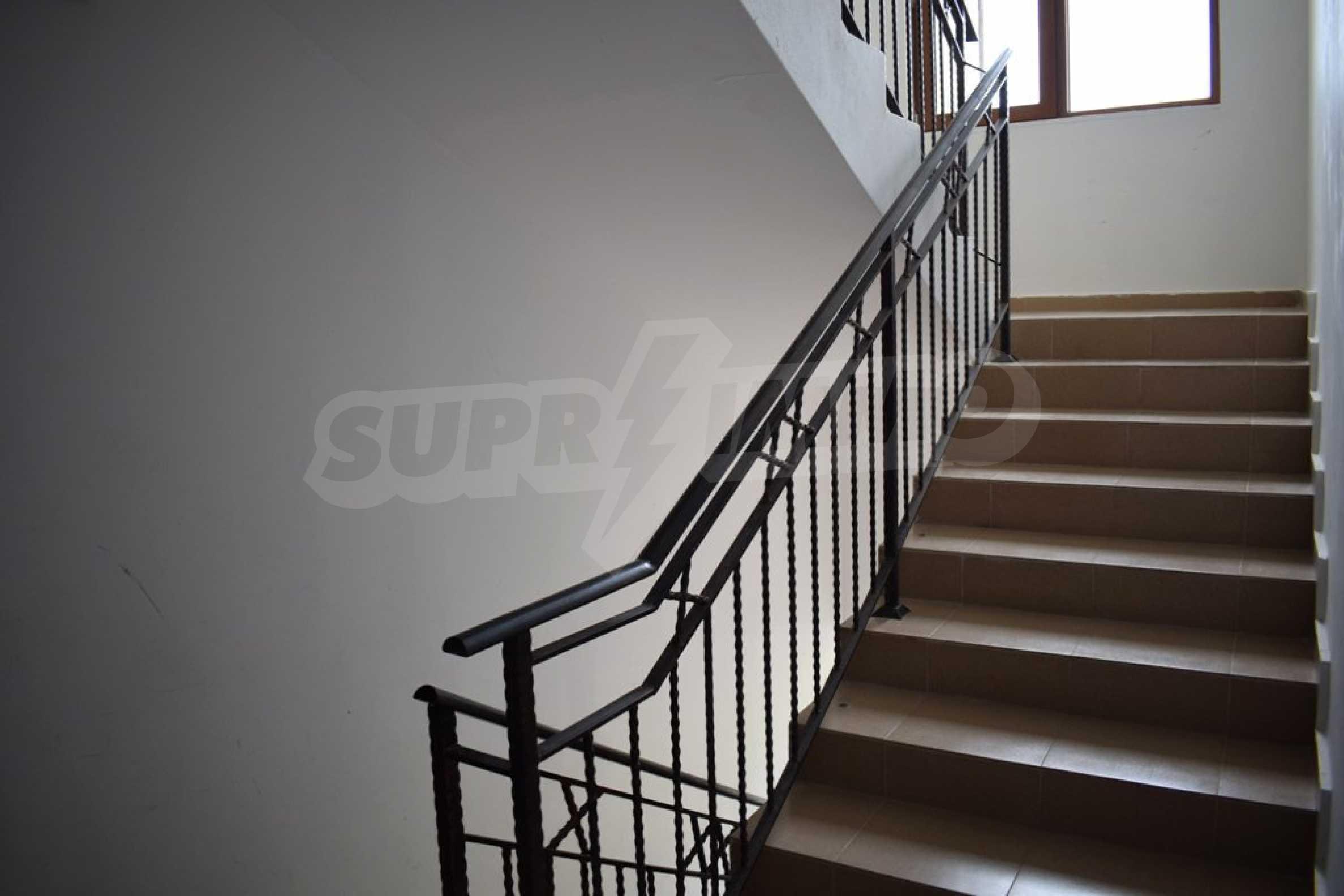 Двустаен, напъно обзаведен апартамент в Банско 10