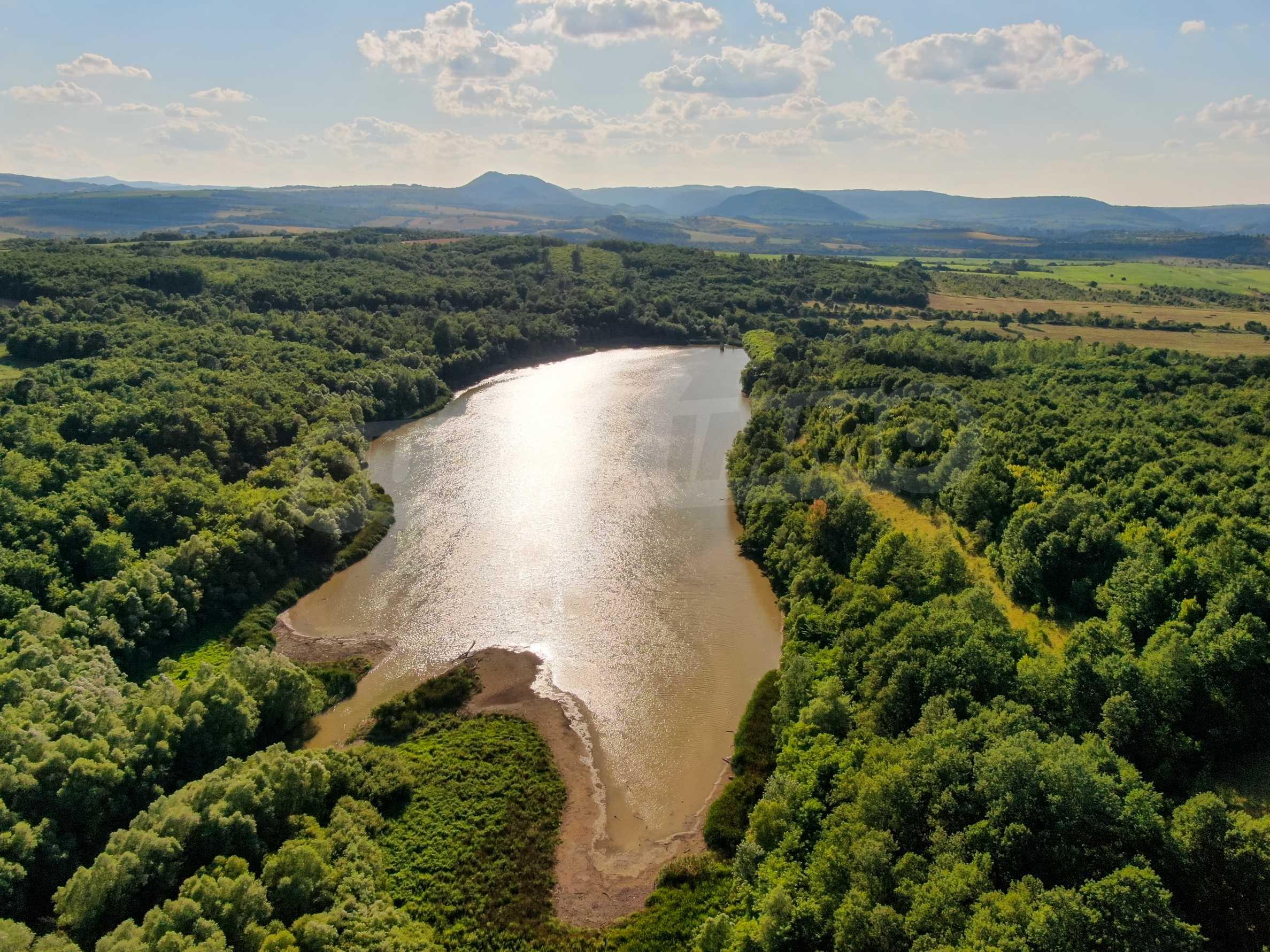 Damm mit angrenzendem Land 7 km von Veliko Tarnovo entfernt