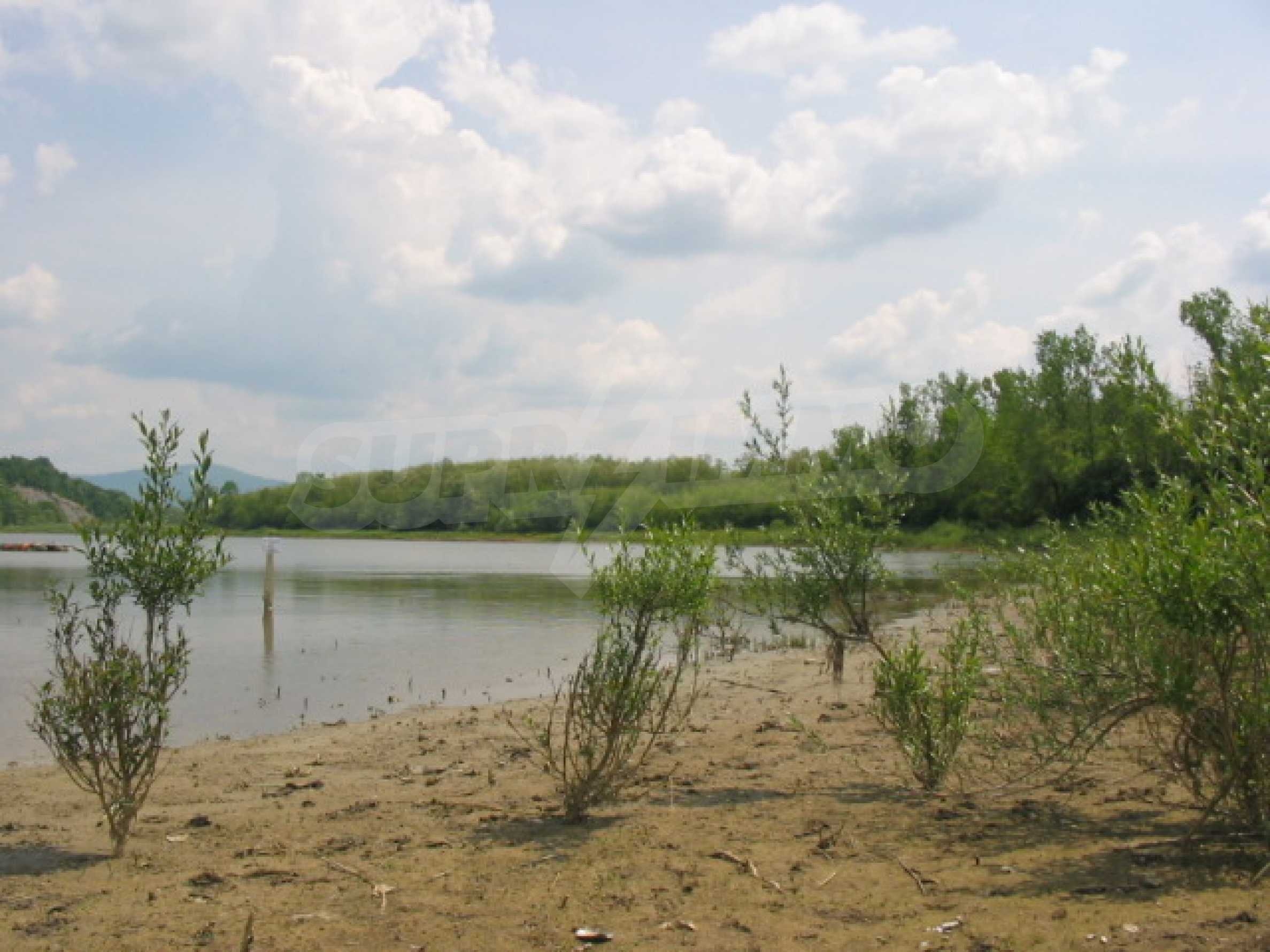 Damm mit angrenzendem Land 7 km von Veliko Tarnovo entfernt 9