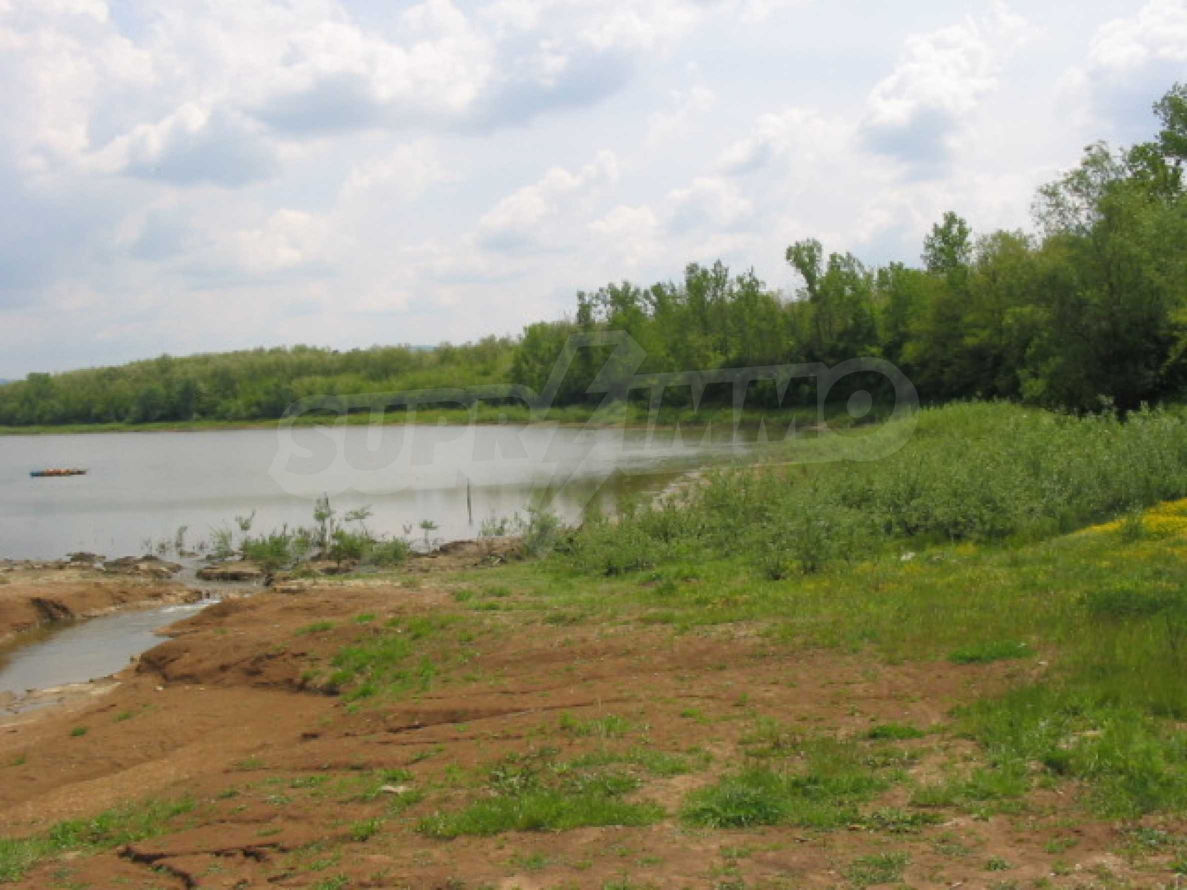 Damm mit angrenzendem Land 7 km von Veliko Tarnovo entfernt 12