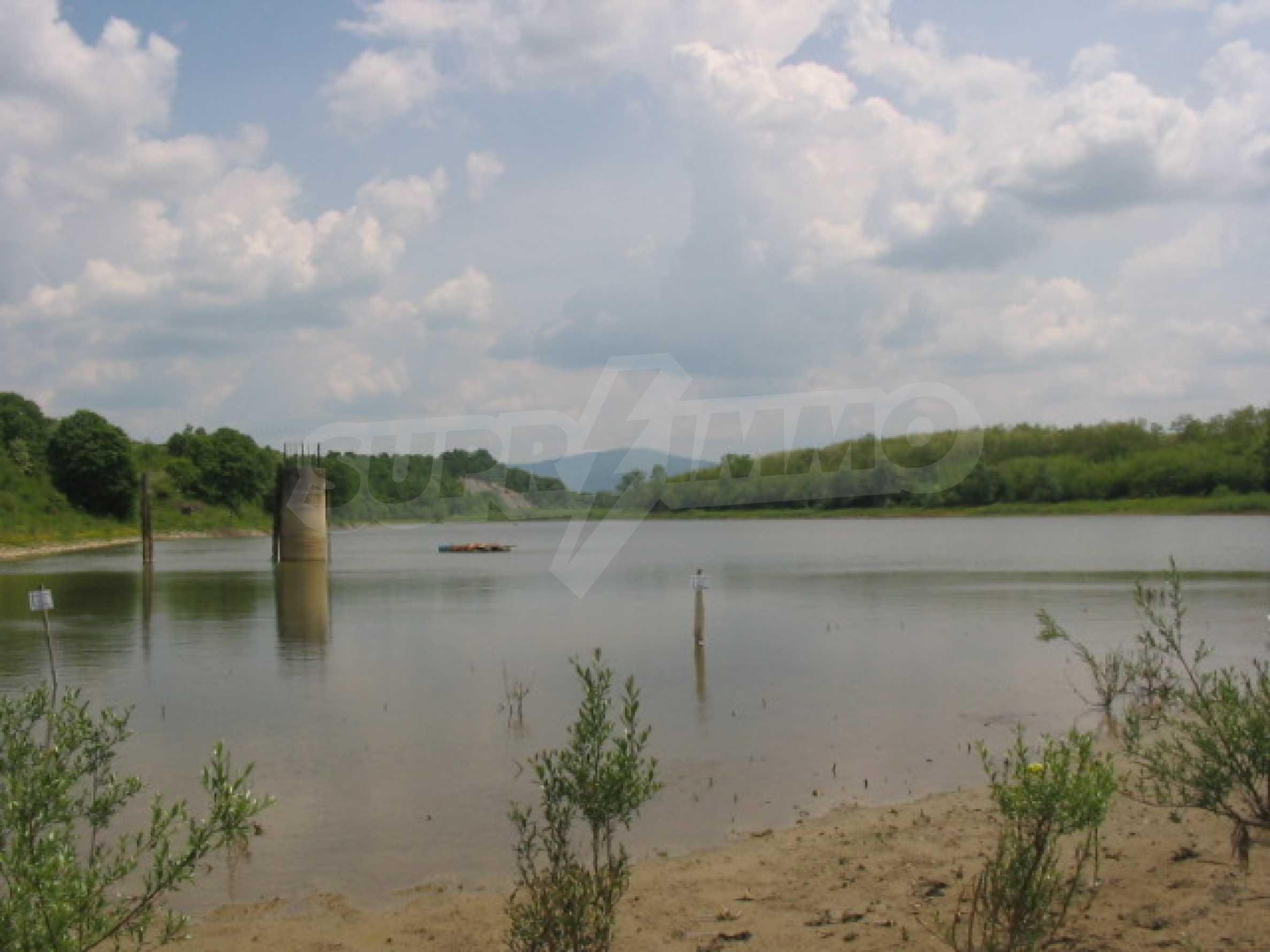 Damm mit angrenzendem Land 7 km von Veliko Tarnovo entfernt 13