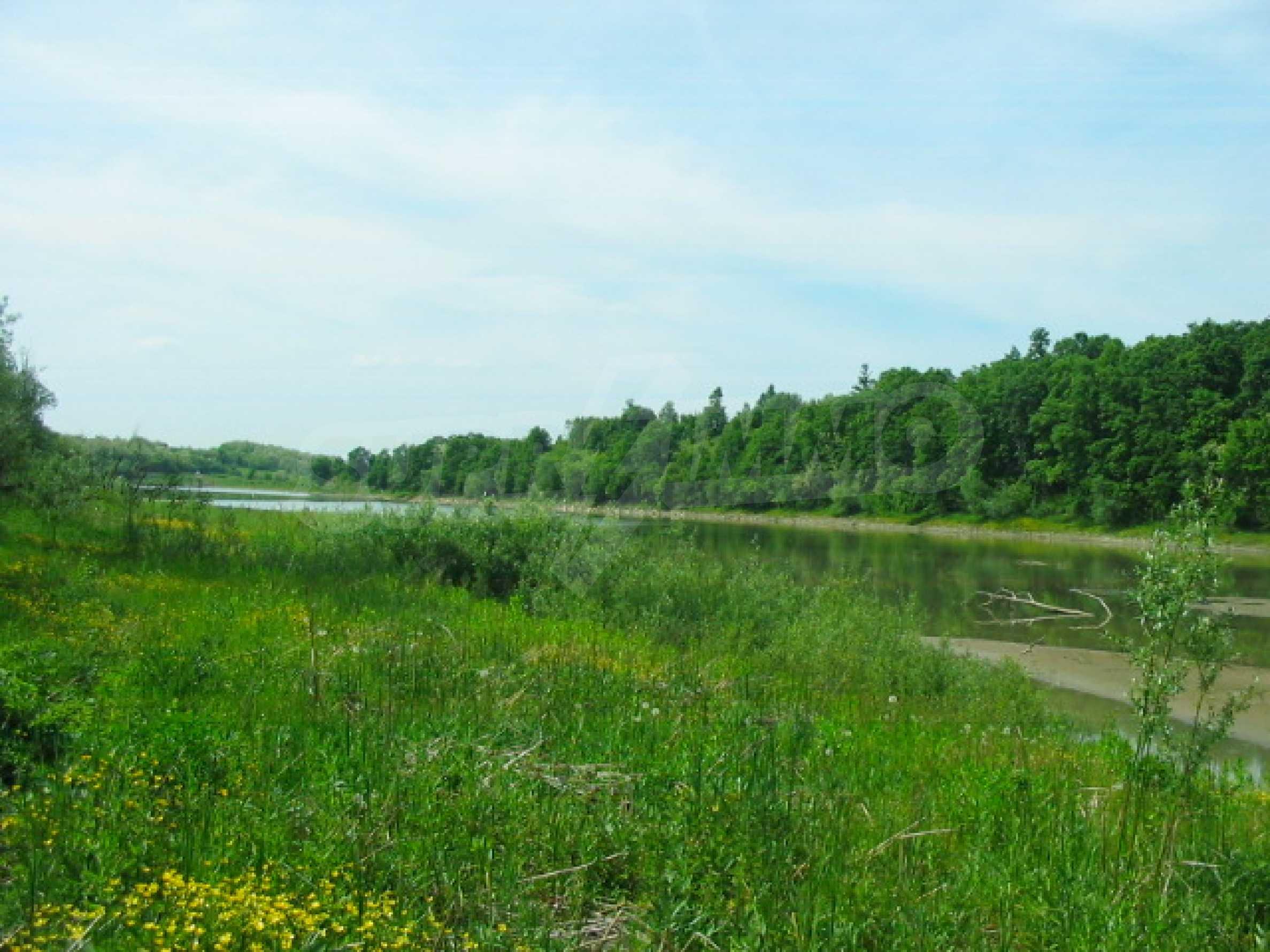 Private dam with land near Veliko Tarnovo 4