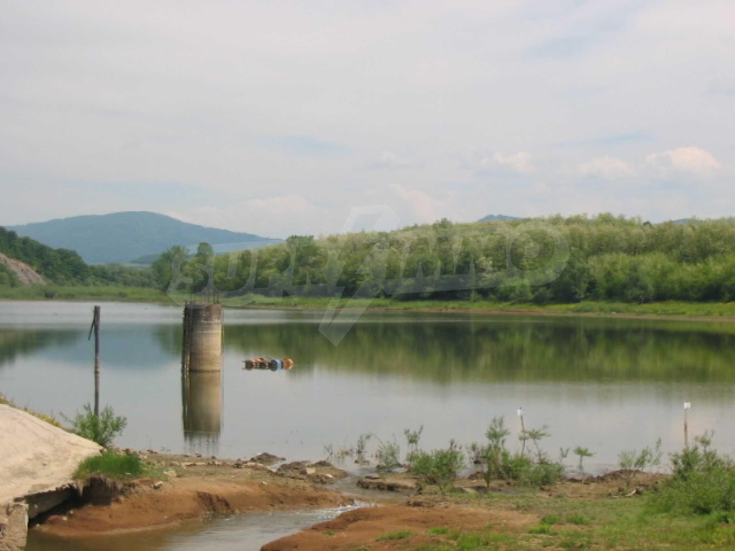 Damm mit angrenzendem Land 7 km von Veliko Tarnovo entfernt 5