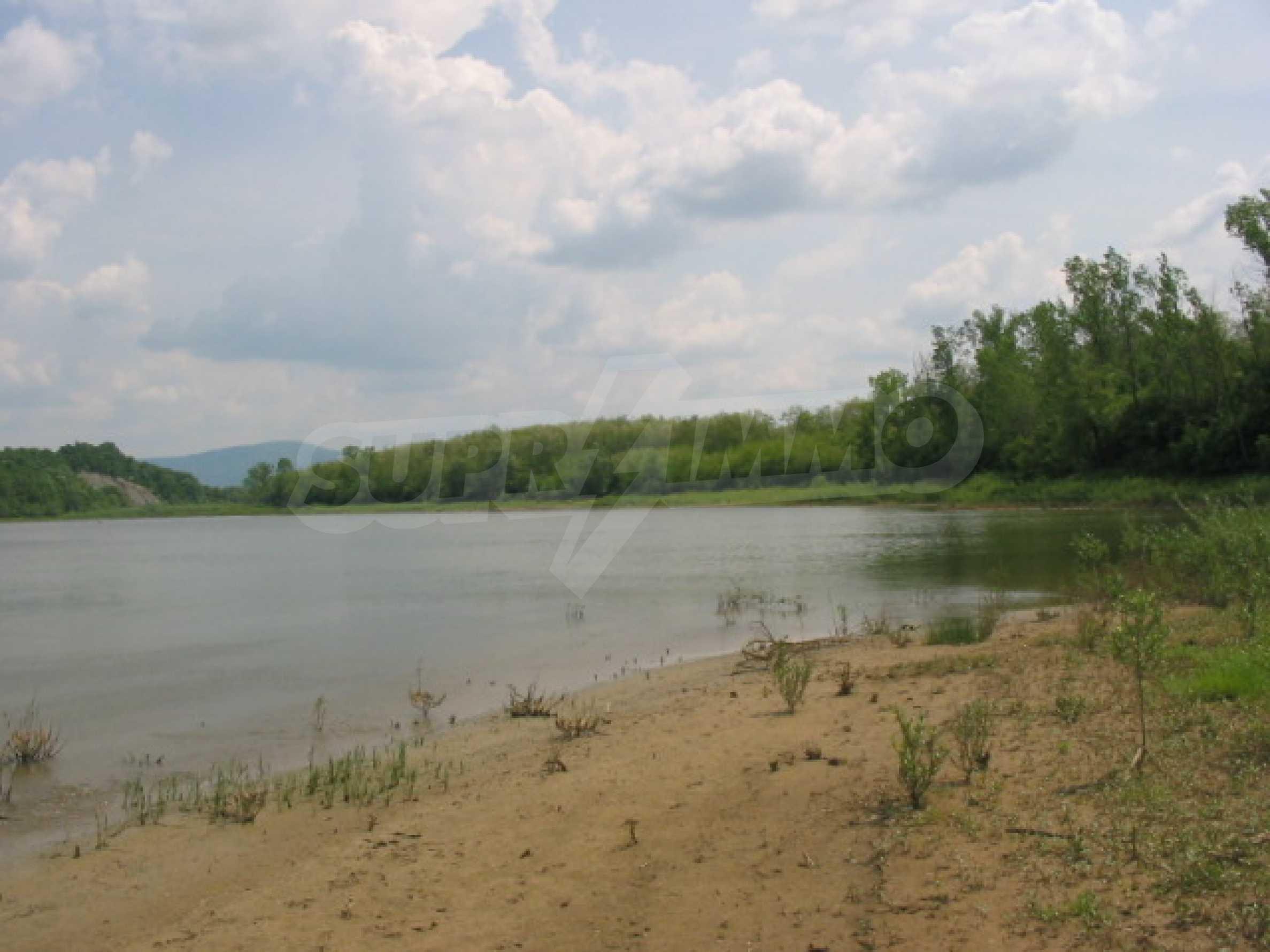 Damm mit angrenzendem Land 7 km von Veliko Tarnovo entfernt 6