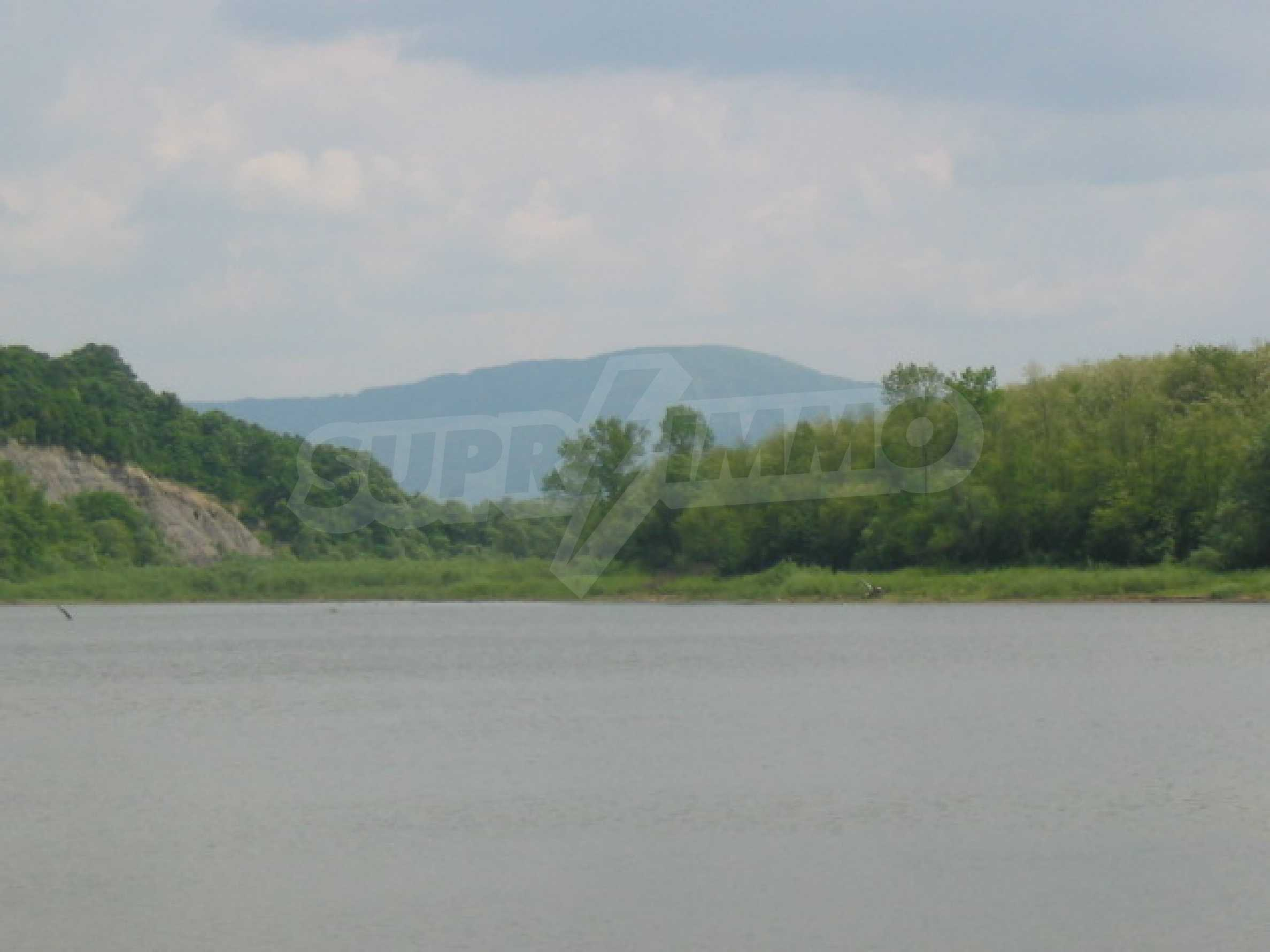 Damm mit angrenzendem Land 7 km von Veliko Tarnovo entfernt 7