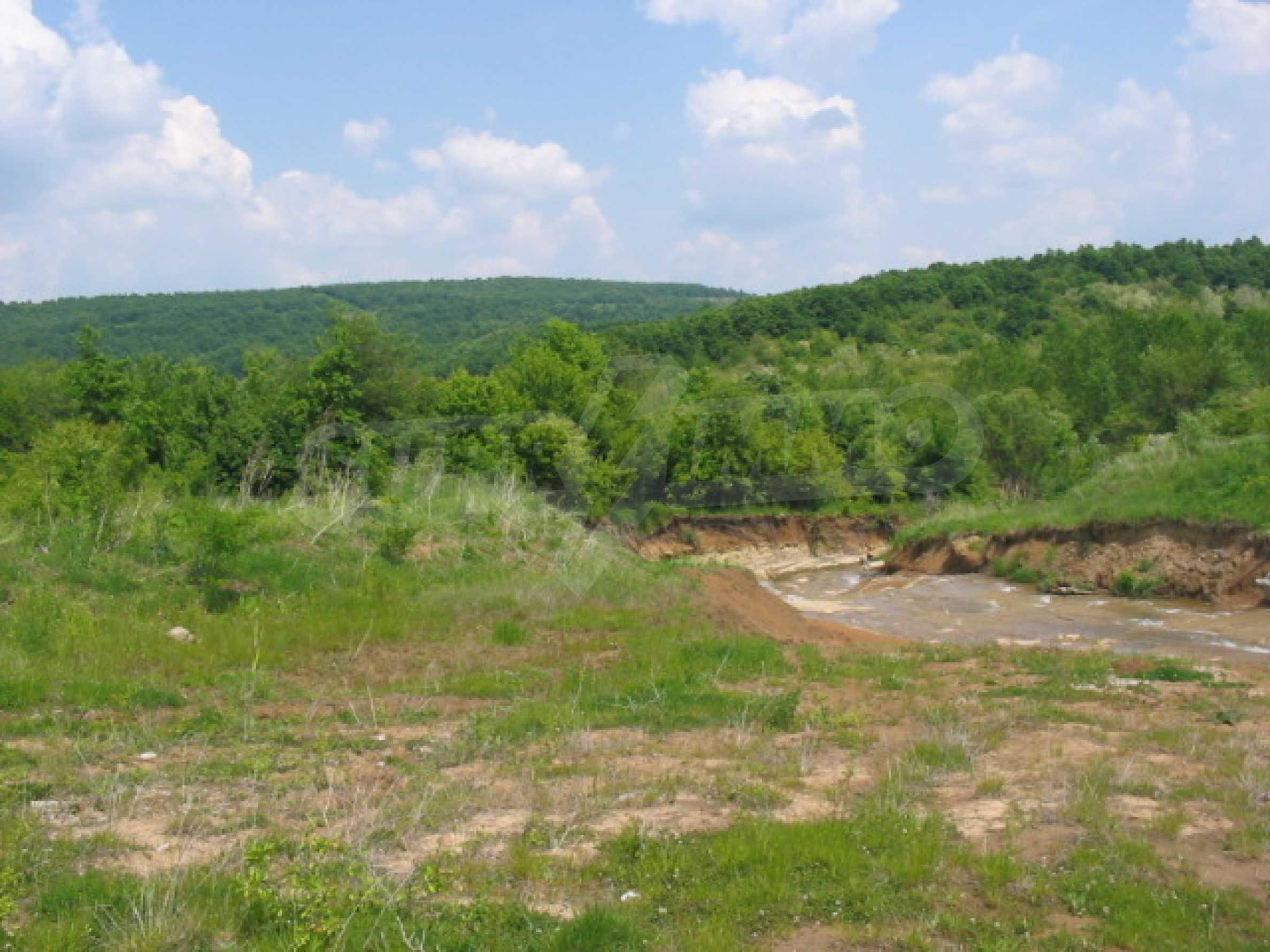 Damm mit angrenzendem Land 7 km von Veliko Tarnovo entfernt 8