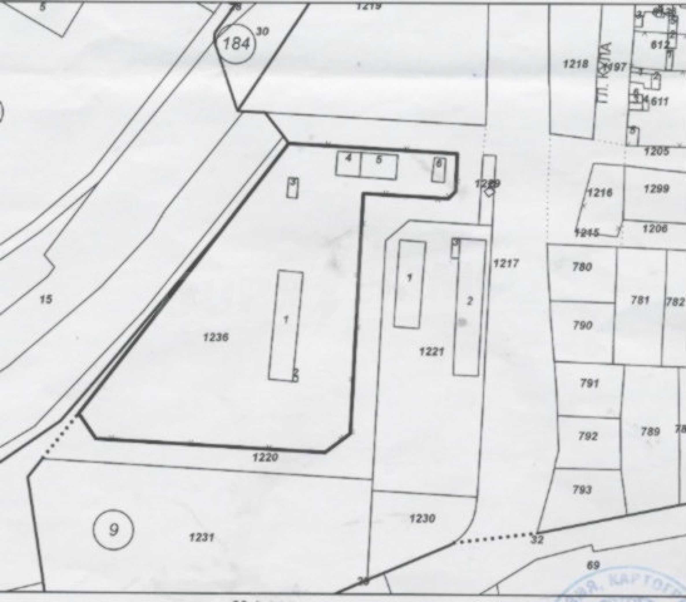 Gewerbliches Grundstück in Rousse 2