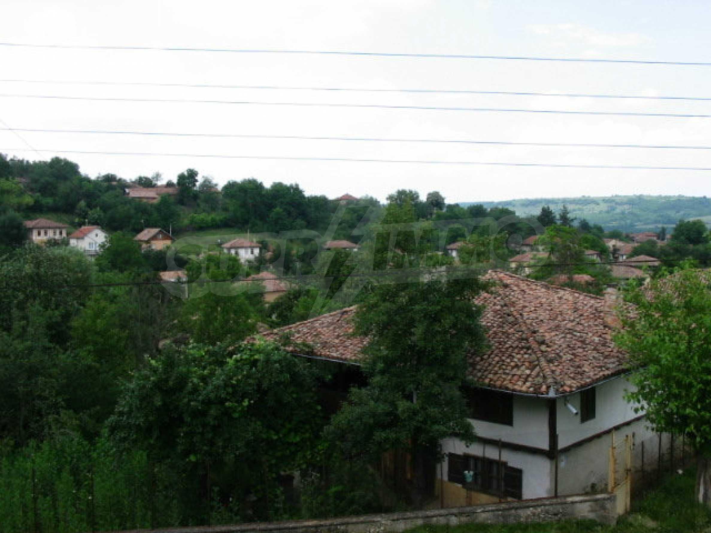 Zweistöckiges traditionelles Haus für größere Renovierungsarbeiten im Dorf Mindya 12