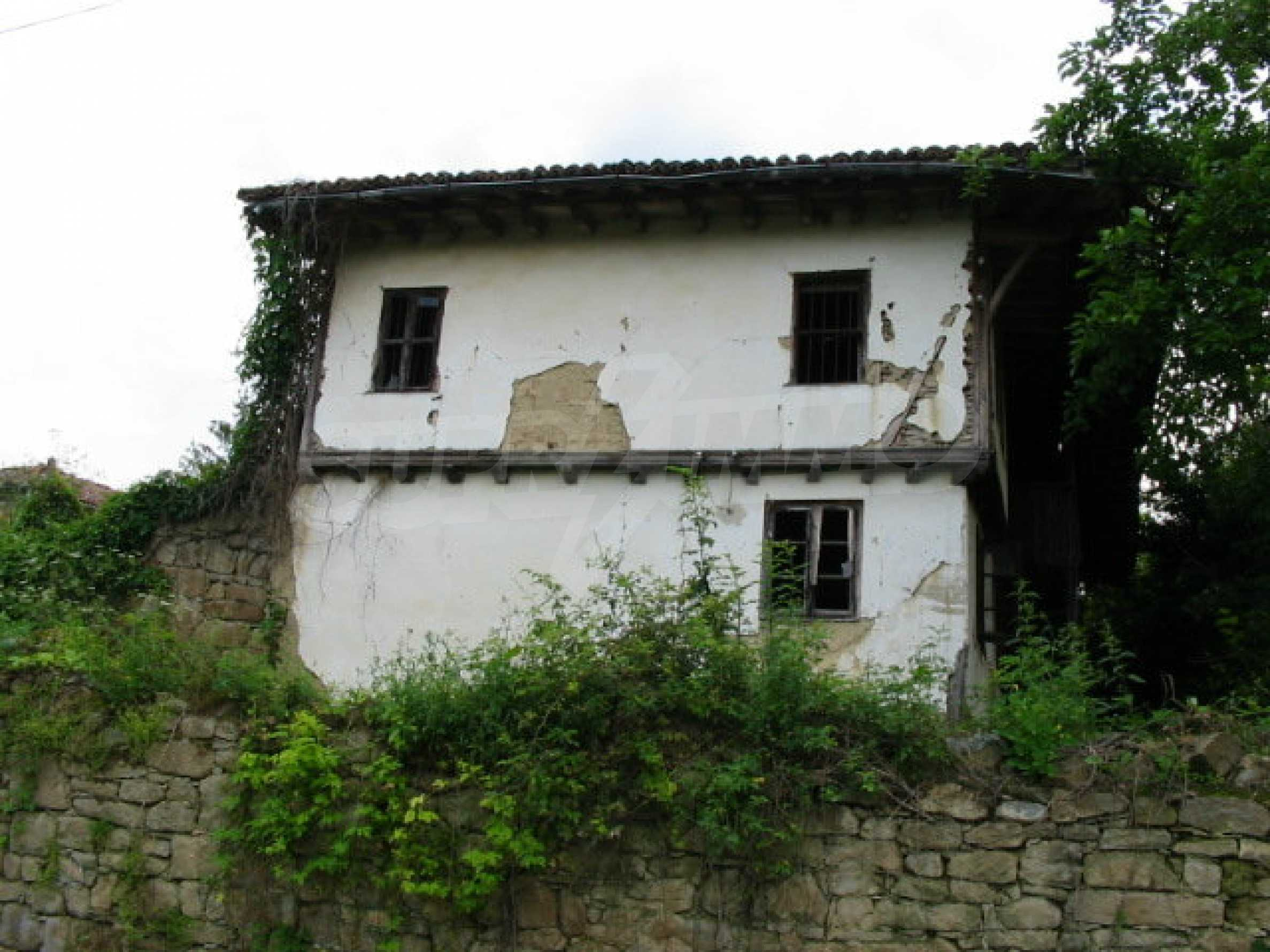 Zweistöckiges traditionelles Haus für größere Renovierungsarbeiten im Dorf Mindya 16