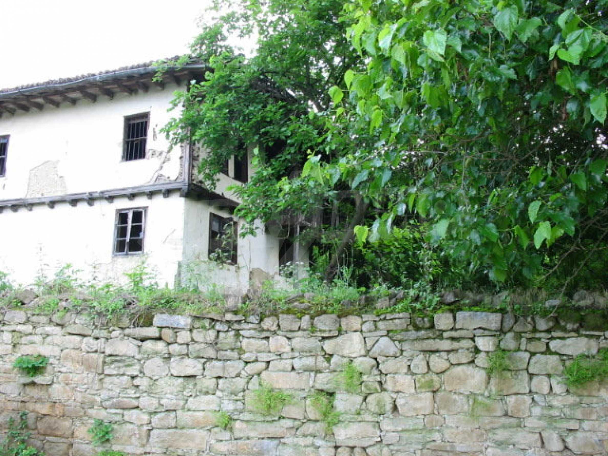 Zweistöckiges traditionelles Haus für größere Renovierungsarbeiten im Dorf Mindya 17