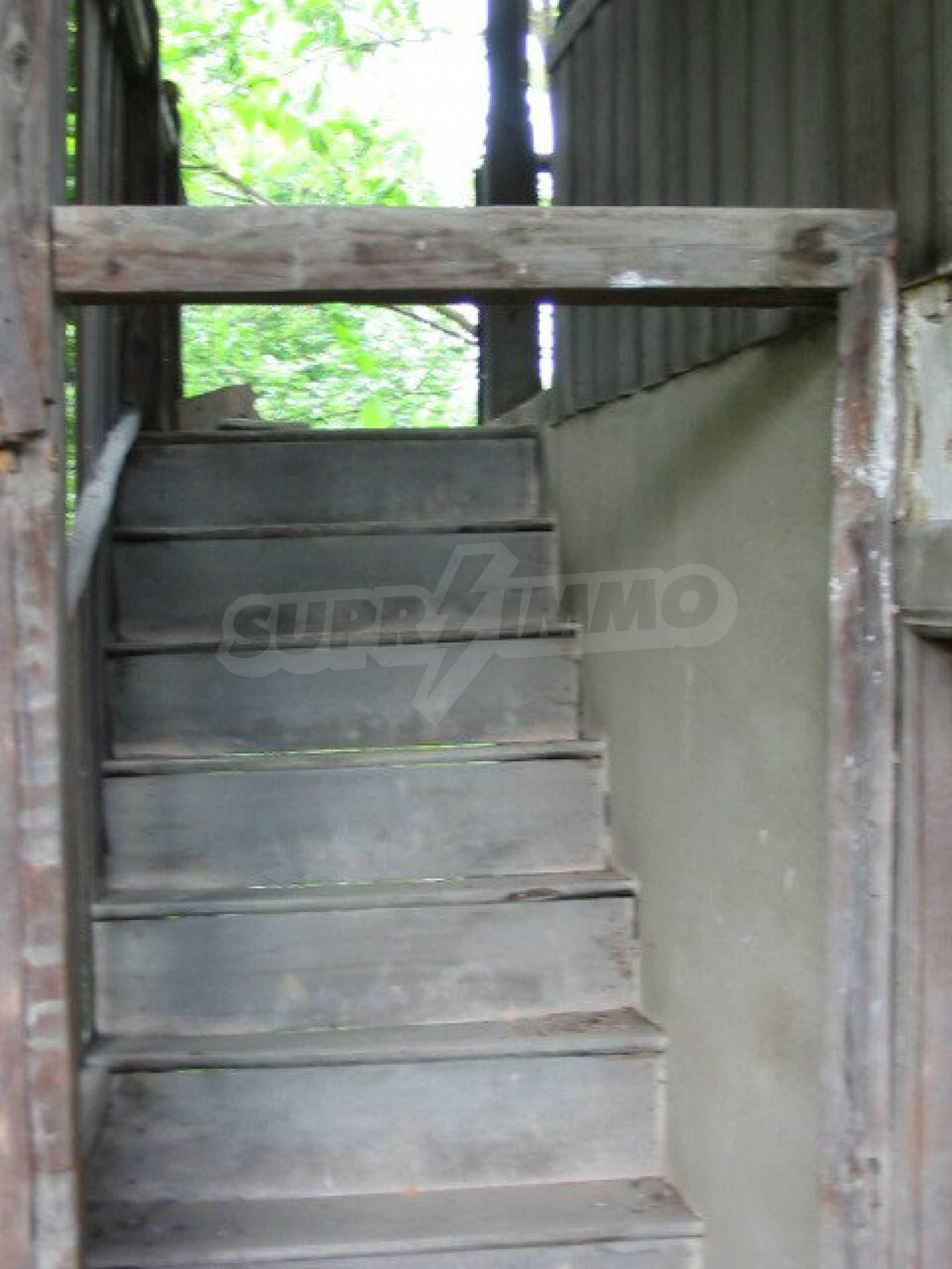 Zweistöckiges traditionelles Haus für größere Renovierungsarbeiten im Dorf Mindya 3