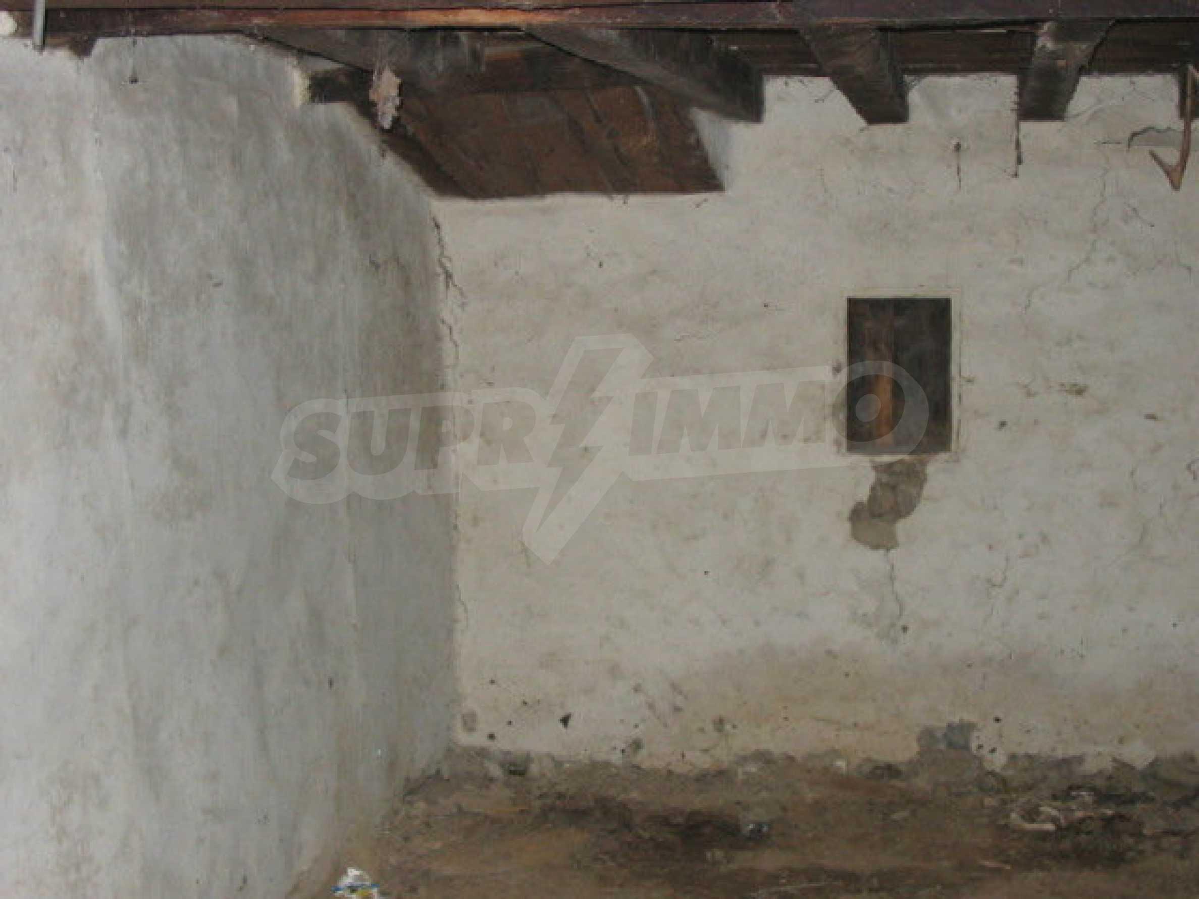 Zweistöckiges traditionelles Haus für größere Renovierungsarbeiten im Dorf Mindya 4