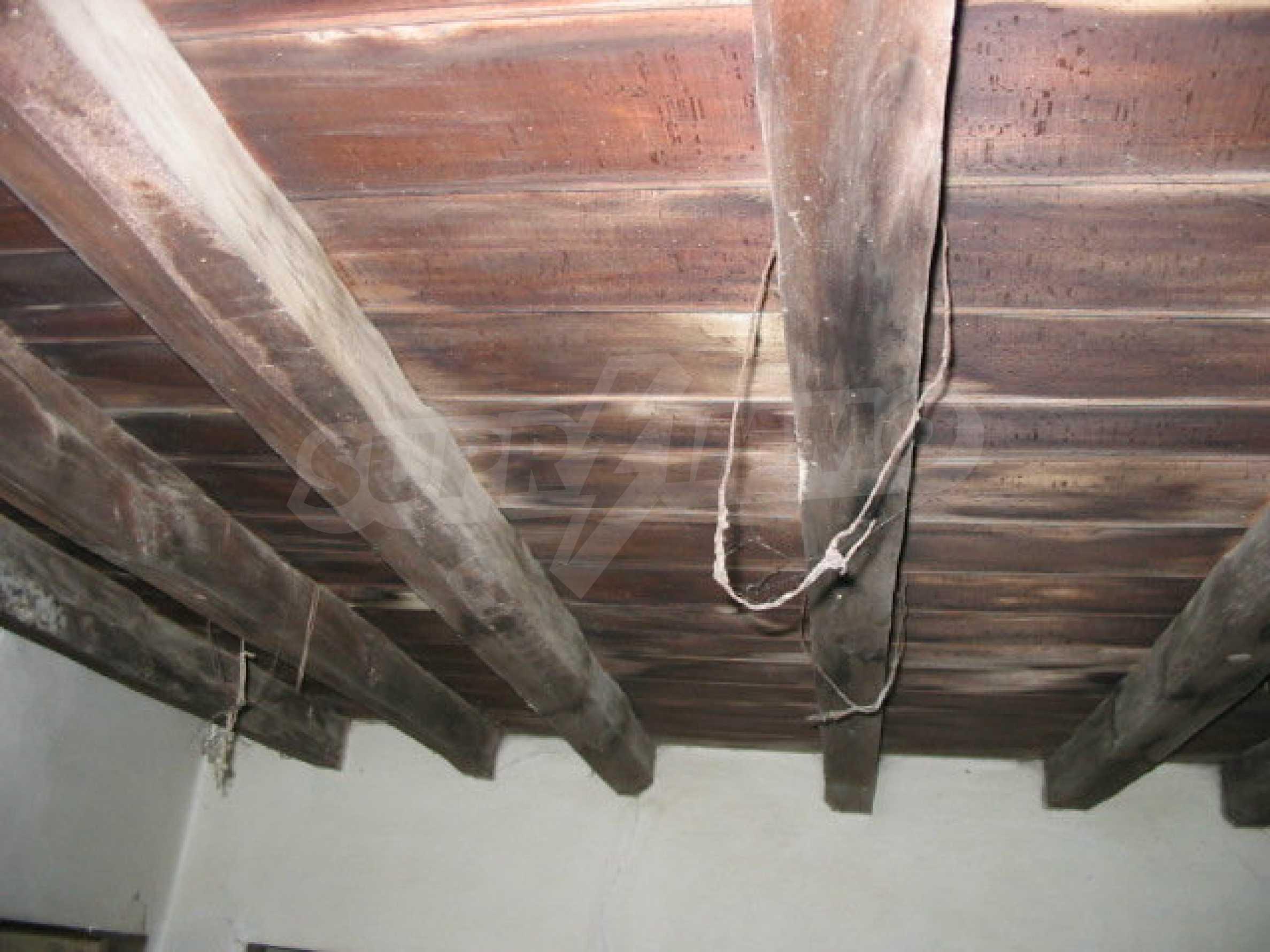 Zweistöckiges traditionelles Haus für größere Renovierungsarbeiten im Dorf Mindya 5