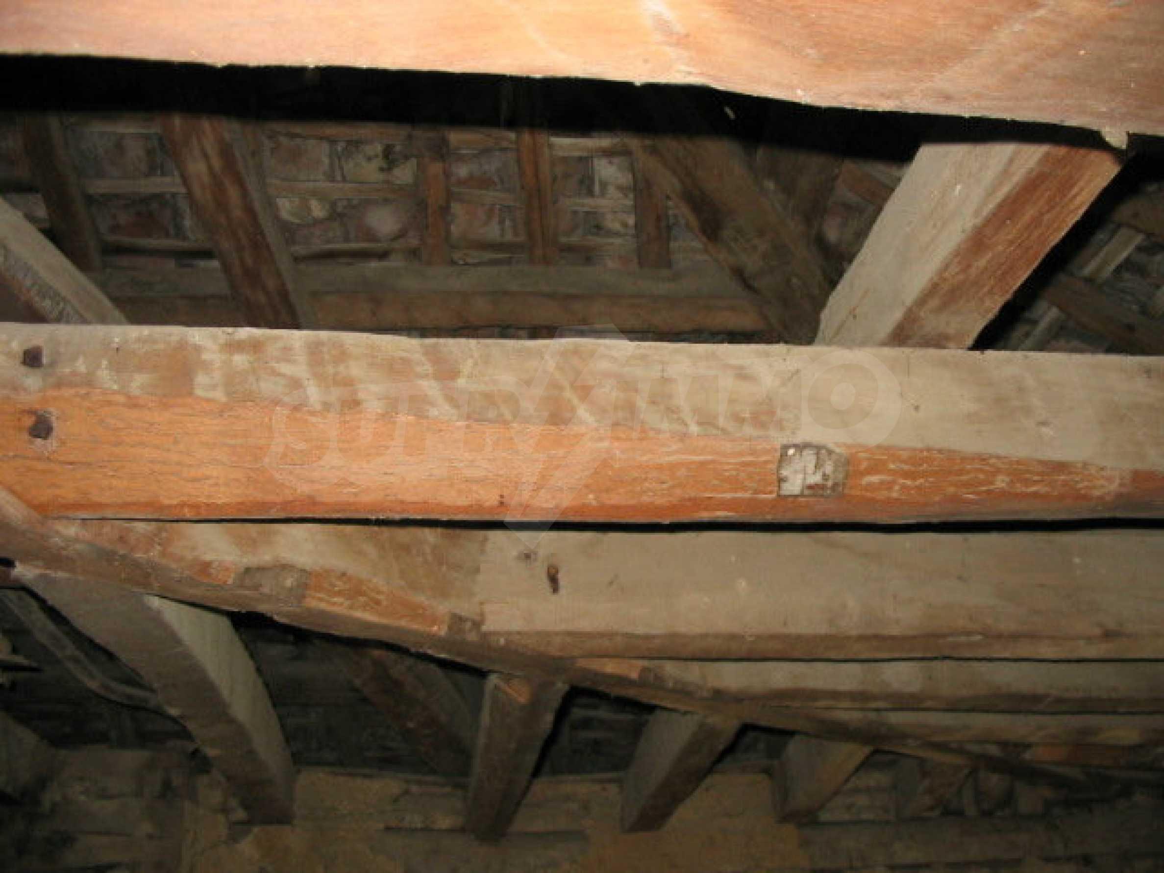 Zweistöckiges traditionelles Haus für größere Renovierungsarbeiten im Dorf Mindya 7