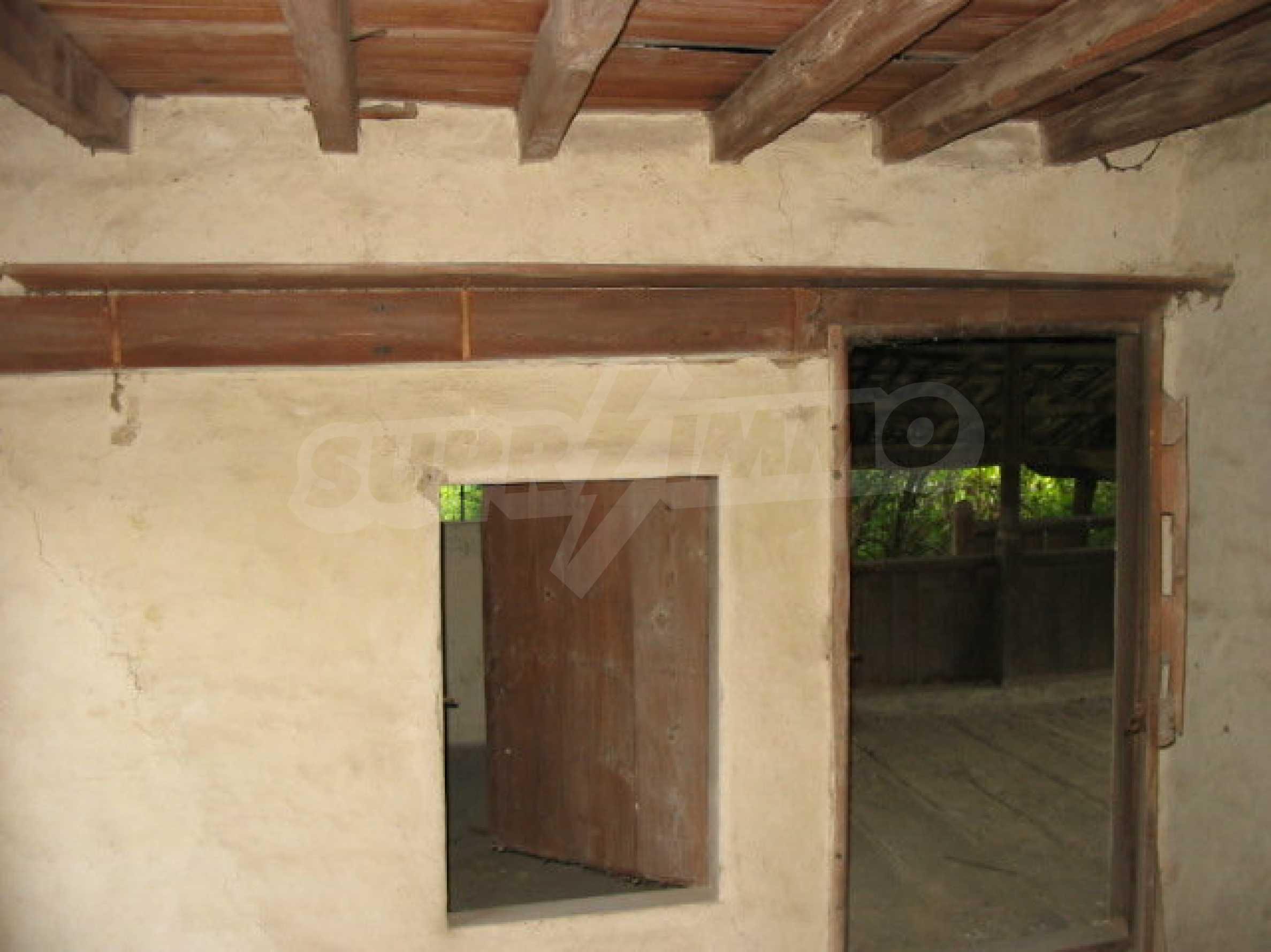 Zweistöckiges traditionelles Haus für größere Renovierungsarbeiten im Dorf Mindya 8