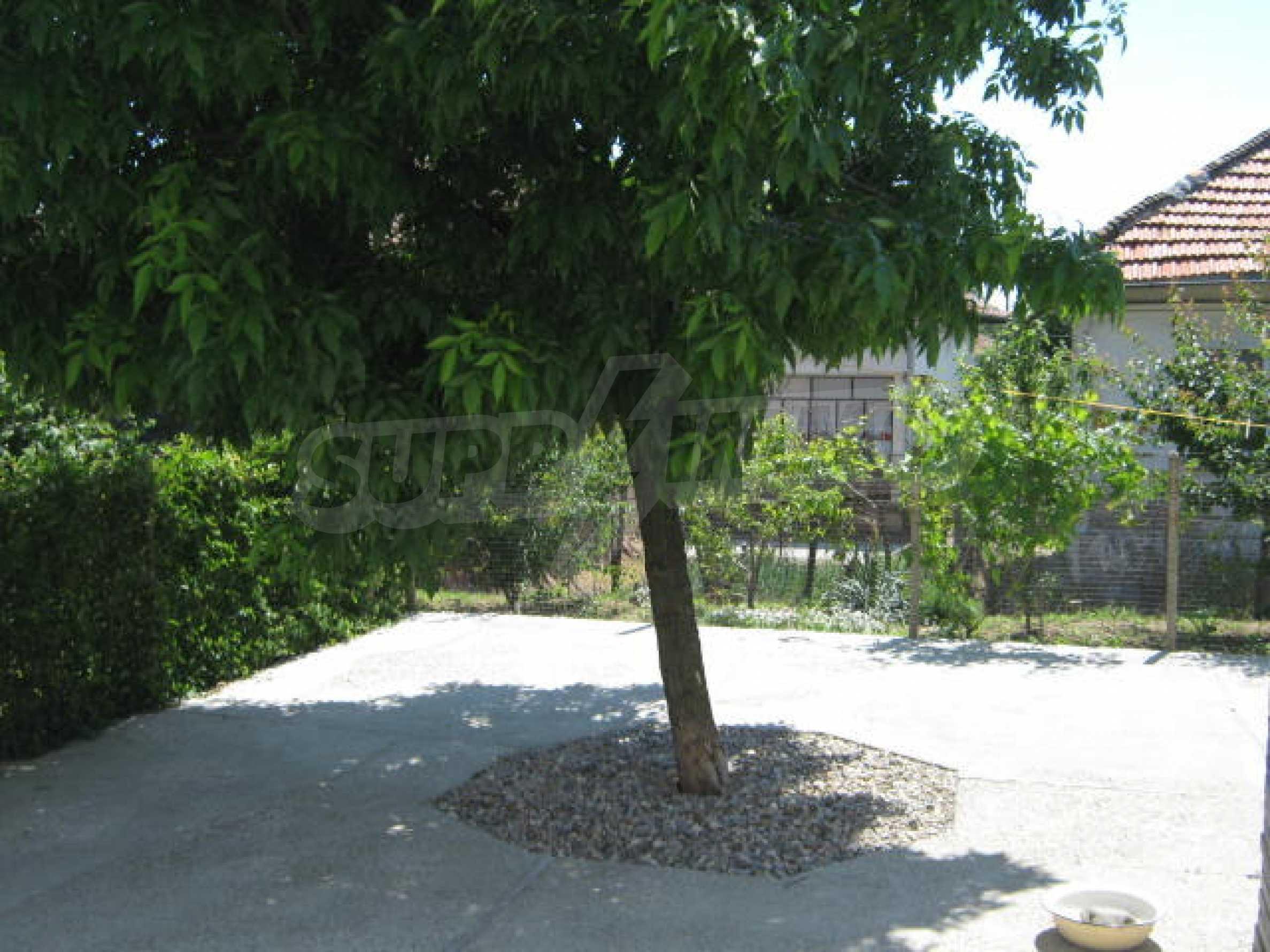 Хубава къща с градина, басейн, беседка с барбекю и лятна кухня 26