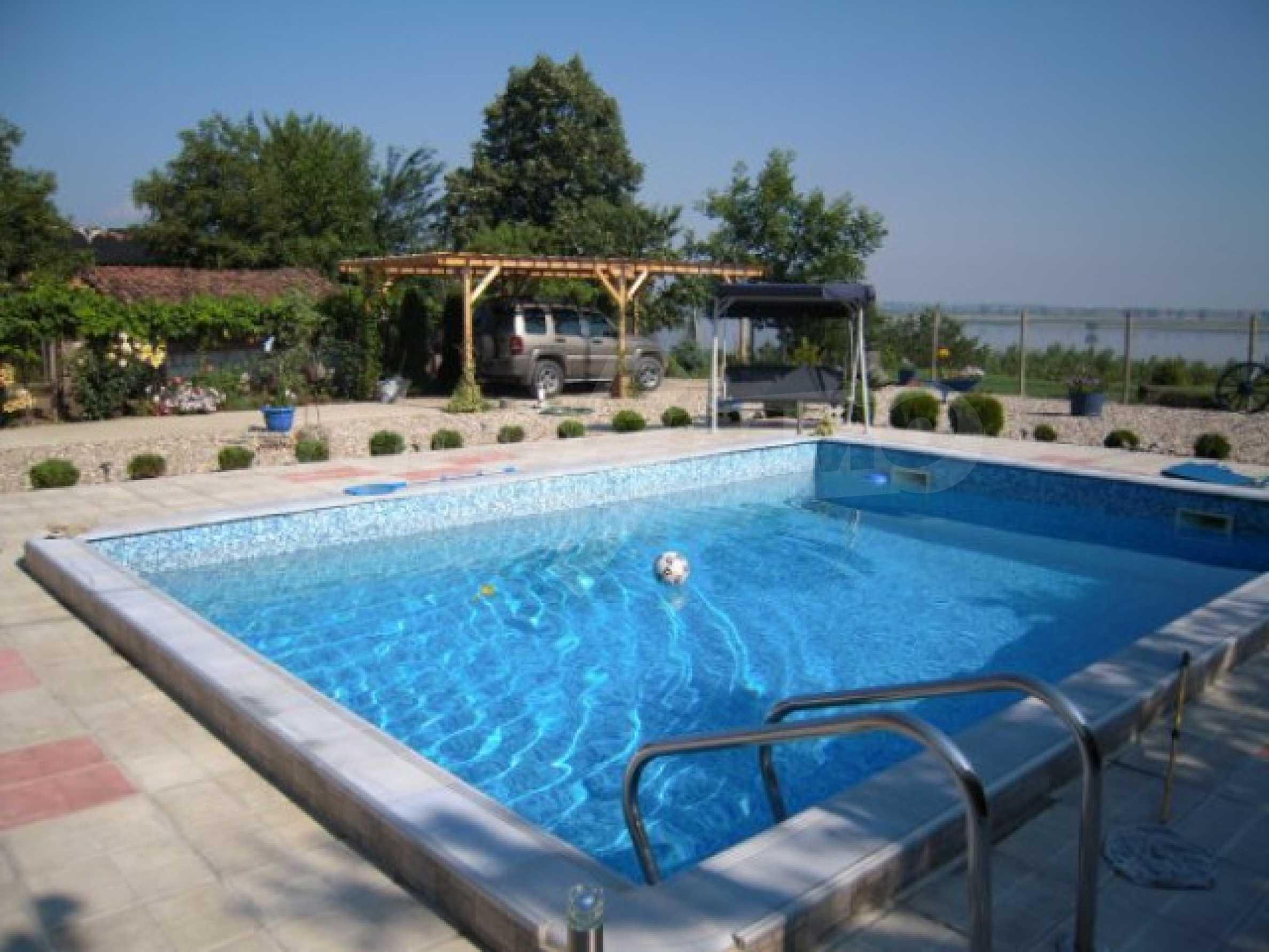 Хубава къща с градина, басейн, беседка с барбекю и лятна кухня 27