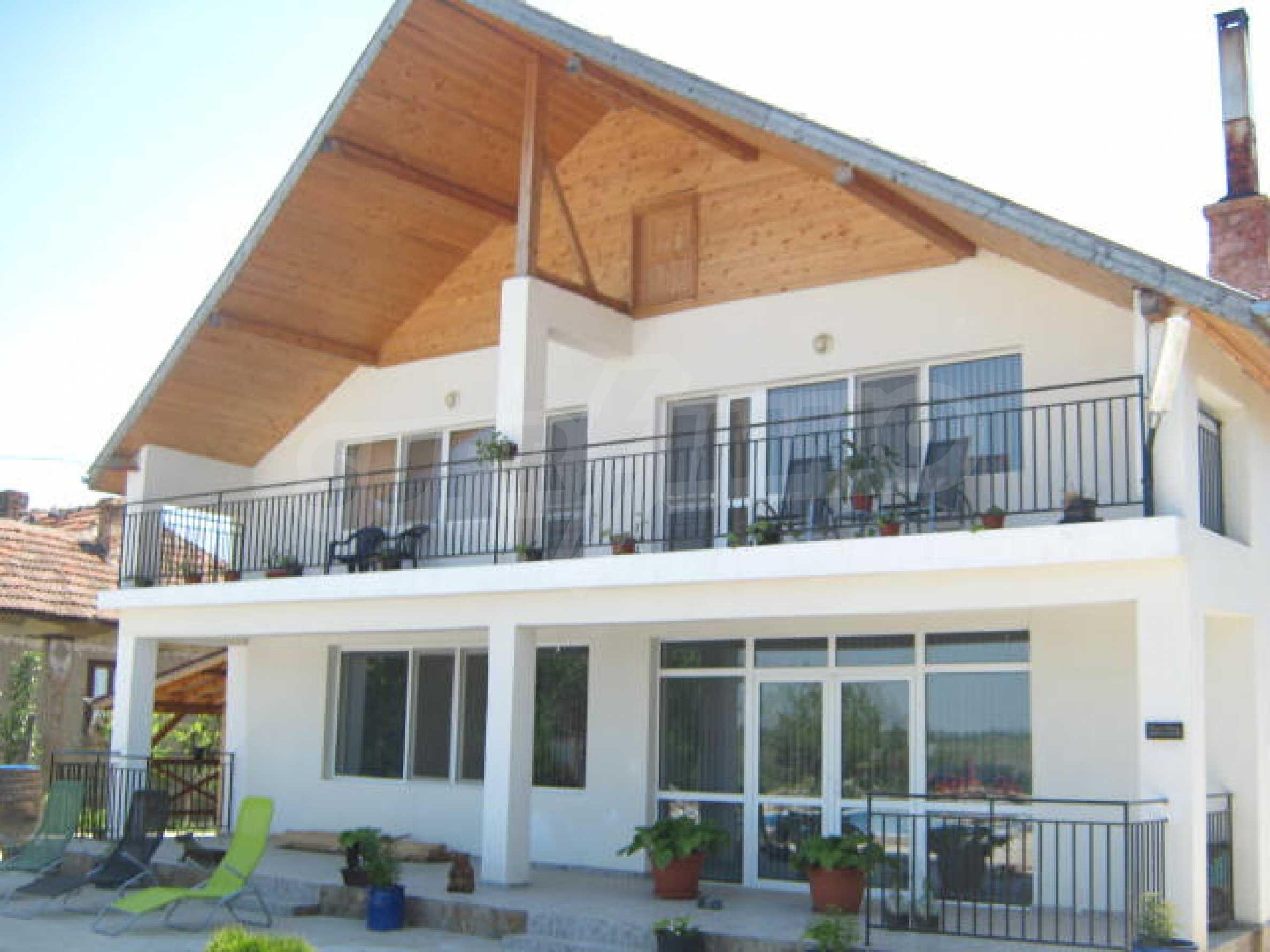 Хубава къща с градина, басейн, беседка с барбекю и лятна кухня 2