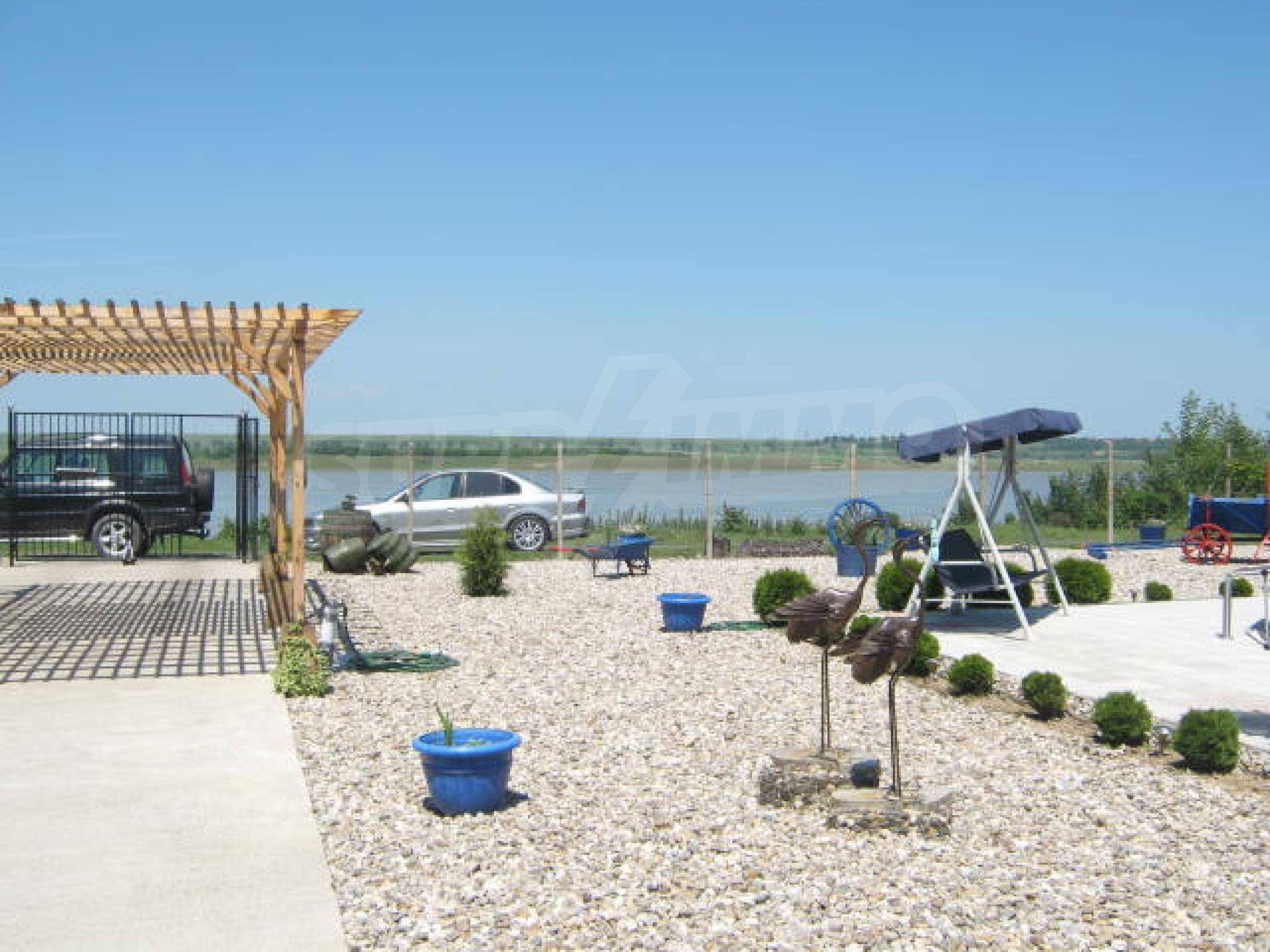 Хубава къща с градина, басейн, беседка с барбекю и лятна кухня 33