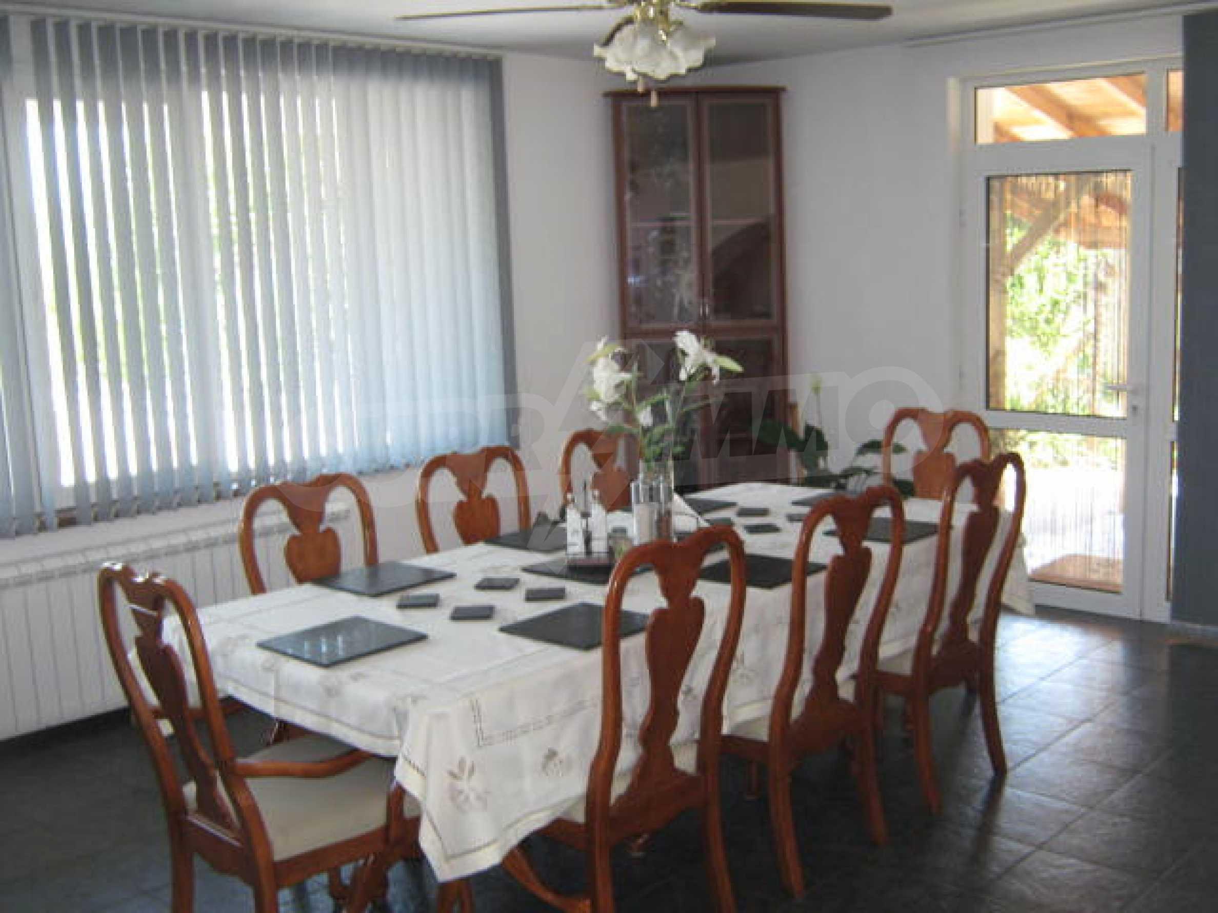 Хубава къща с градина, басейн, беседка с барбекю и лятна кухня 5