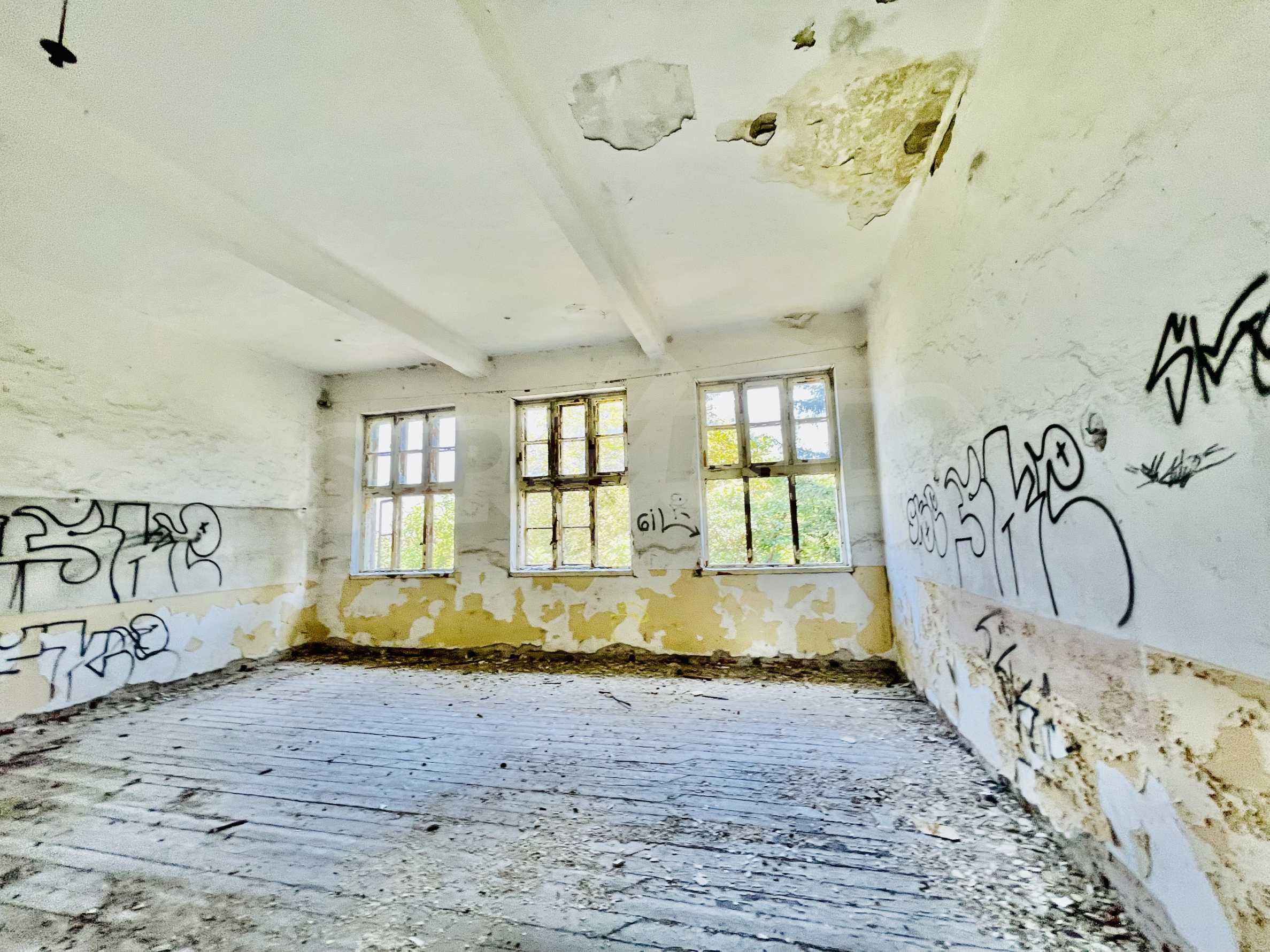 Zwei massive Gebäude auf einem großen Grundstück 35 km von der Stadt Russe und der Donau entfernt 23