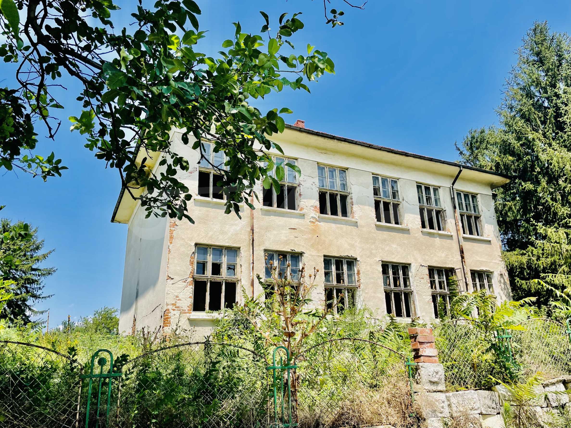 Zwei massive Gebäude auf einem großen Grundstück 35 km von der Stadt Russe und der Donau entfernt 31