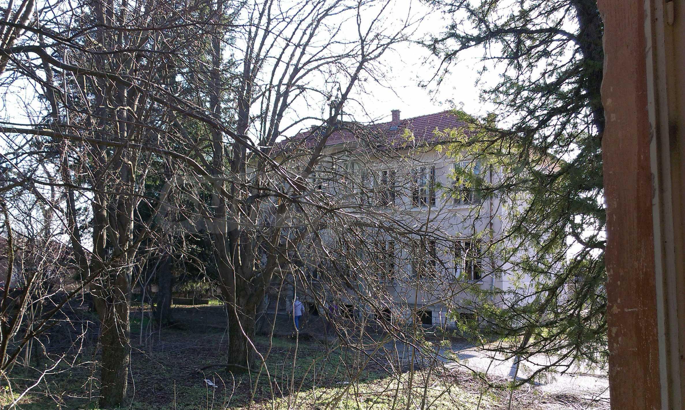 Zwei massive Gebäude auf einem großen Grundstück 35 km von der Stadt Russe und der Donau entfernt 40