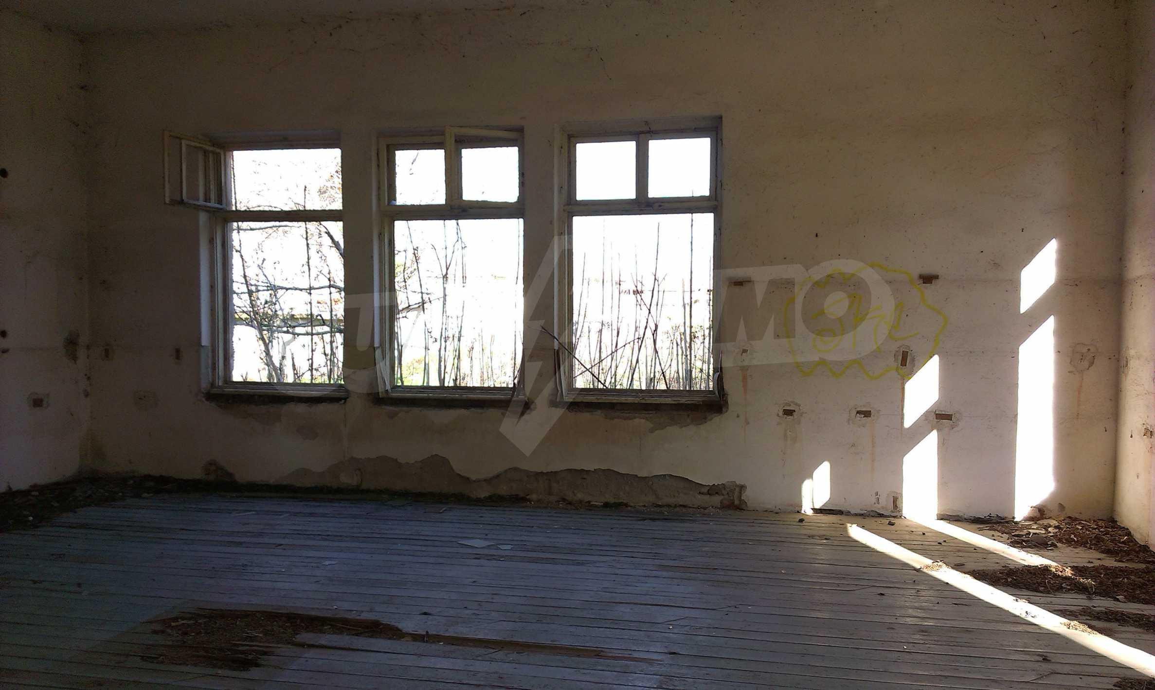 Zwei massive Gebäude auf einem großen Grundstück 35 km von der Stadt Russe und der Donau entfernt 44