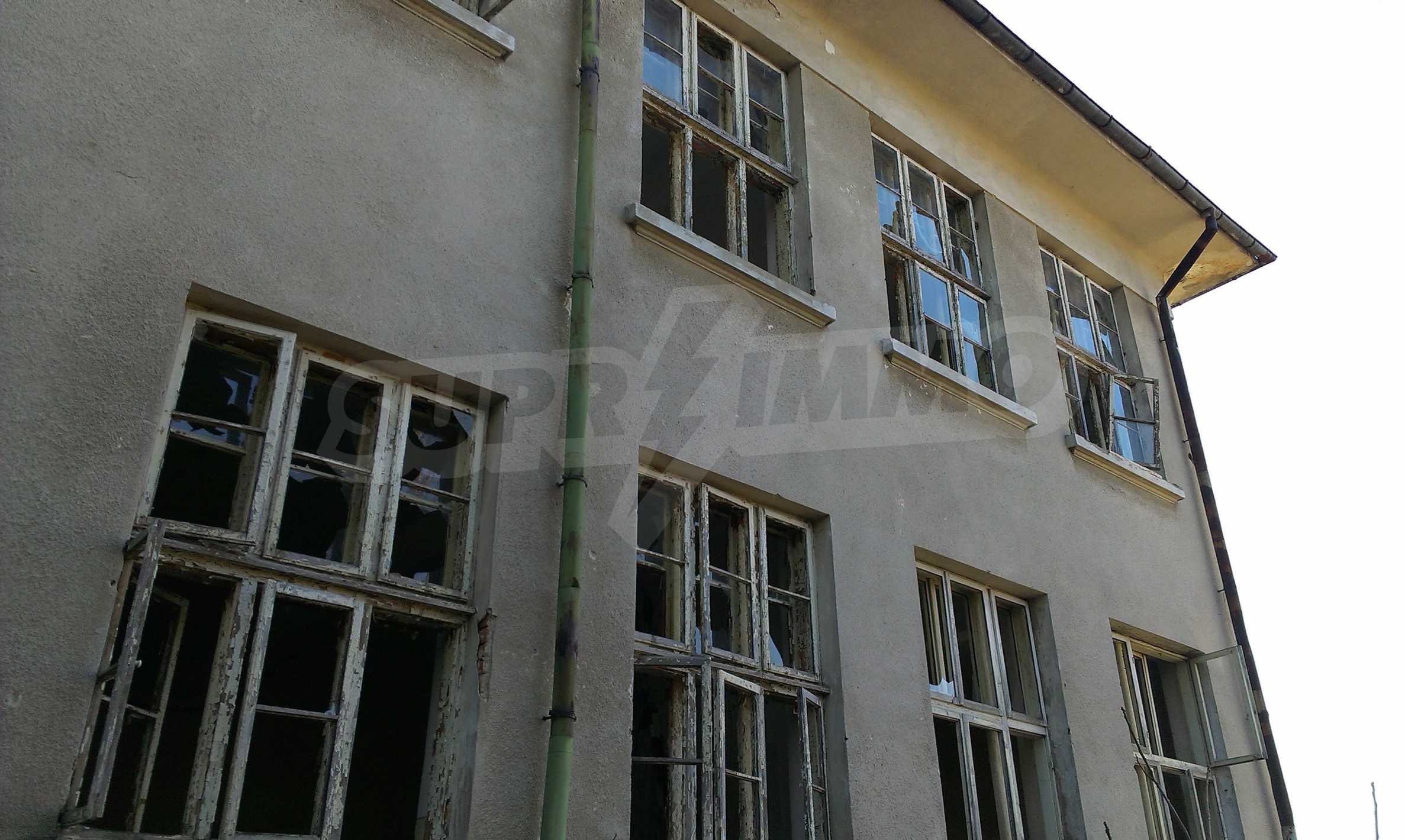 Zwei massive Gebäude auf einem großen Grundstück 35 km von der Stadt Russe und der Donau entfernt 54