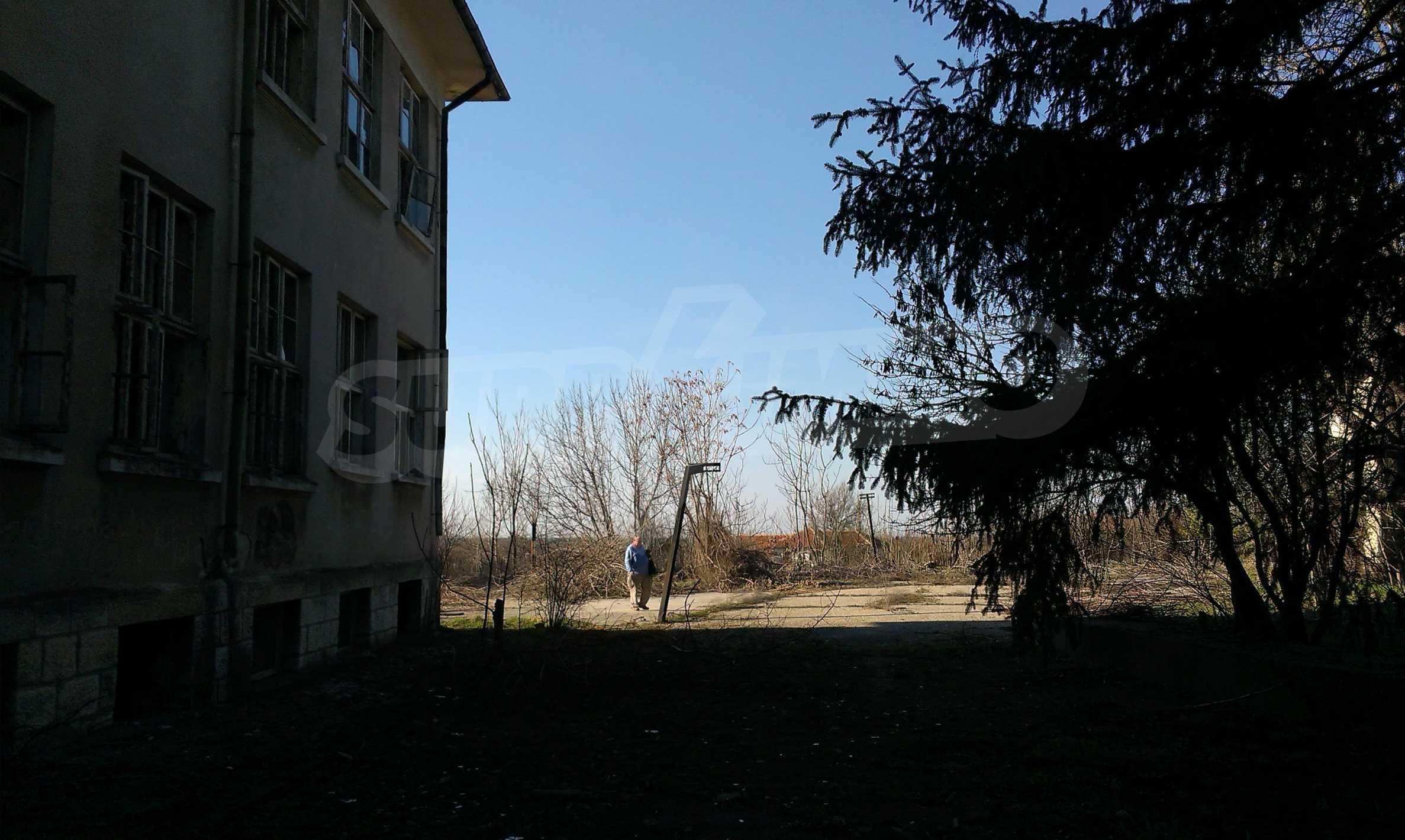 Zwei massive Gebäude auf einem großen Grundstück 35 km von der Stadt Russe und der Donau entfernt 57