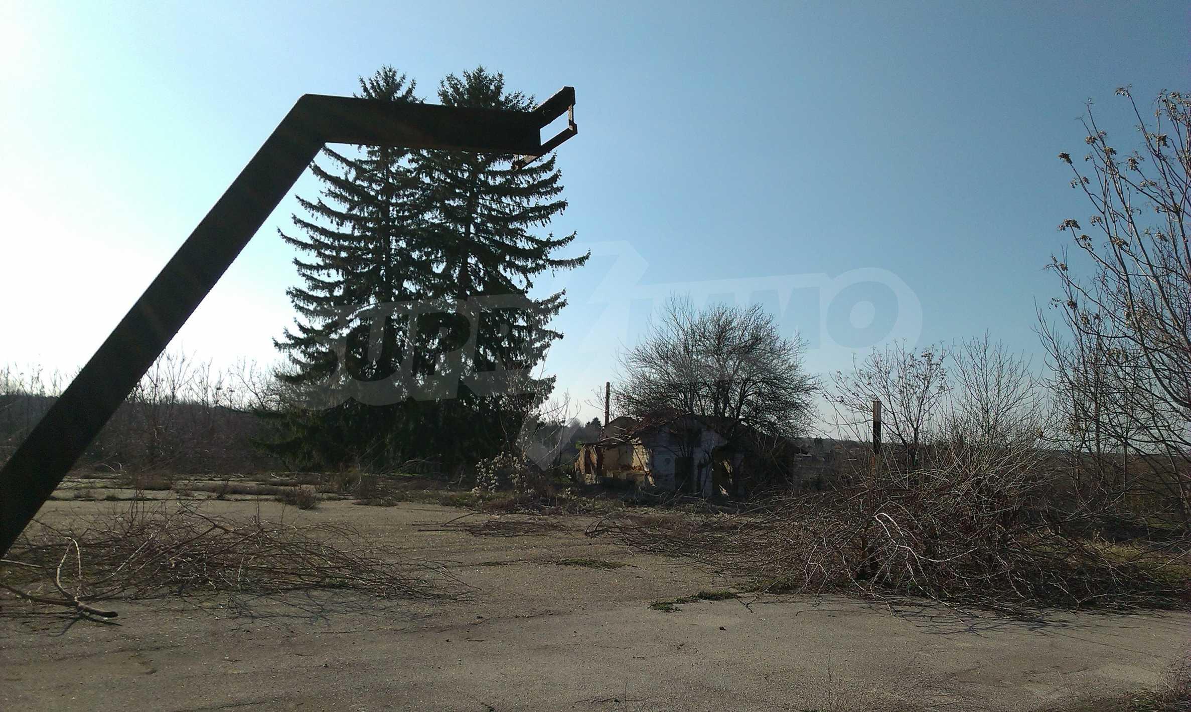 Zwei massive Gebäude auf einem großen Grundstück 35 km von der Stadt Russe und der Donau entfernt 59