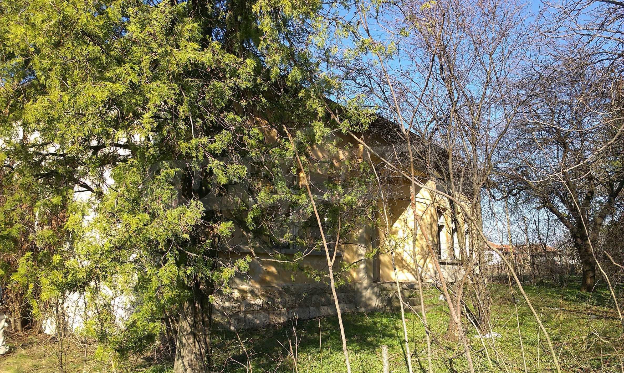Zwei massive Gebäude auf einem großen Grundstück 35 km von der Stadt Russe und der Donau entfernt 60