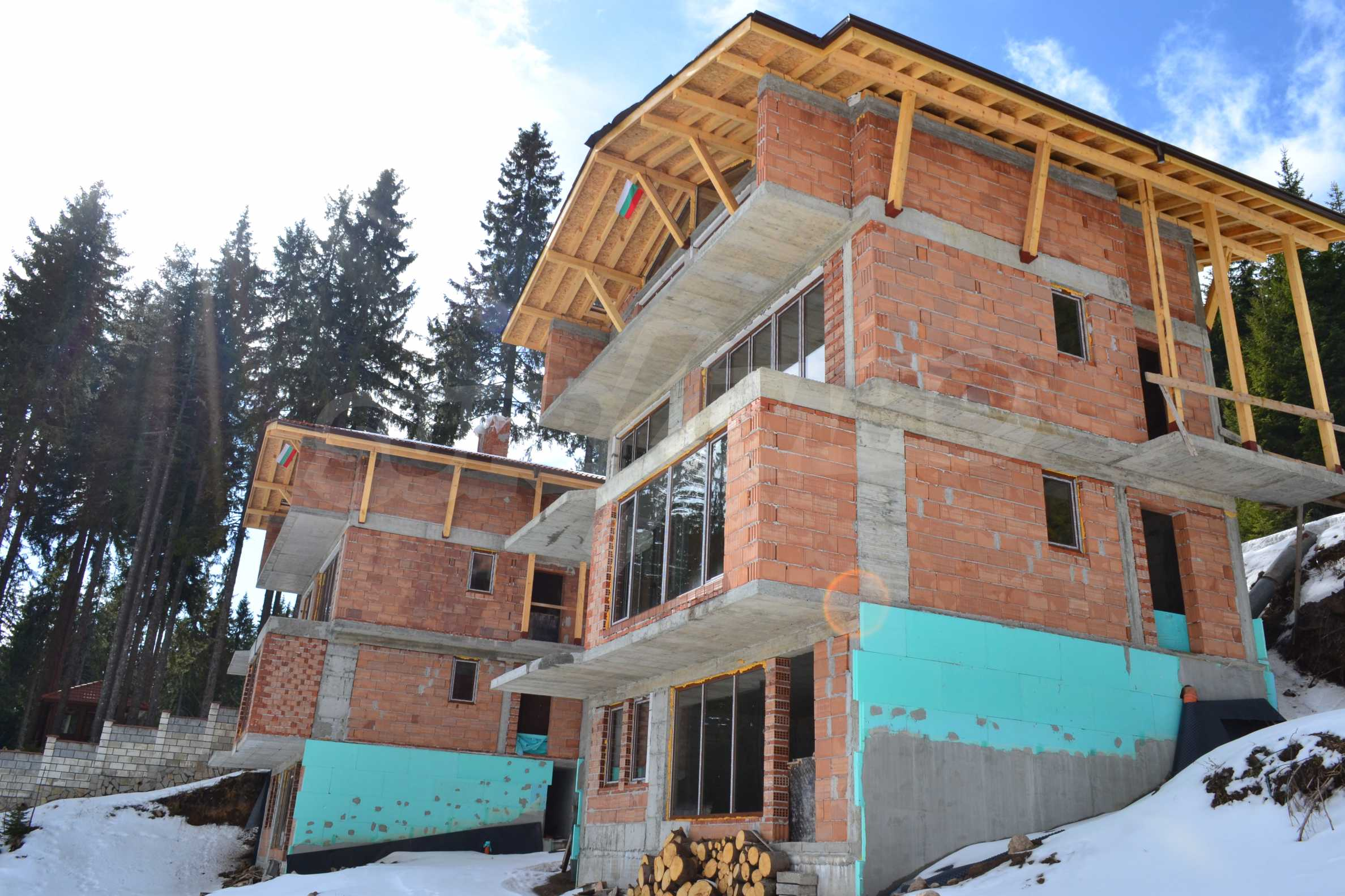 Modern, finished houses near the ski run and road in Pamporovo 4
