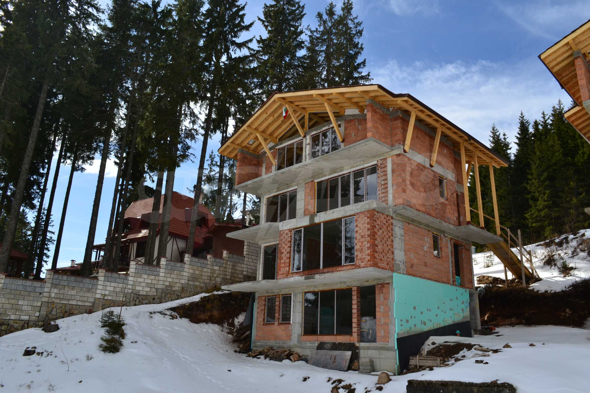 Modern, finished houses near the ski run and road in Pamporovo 8