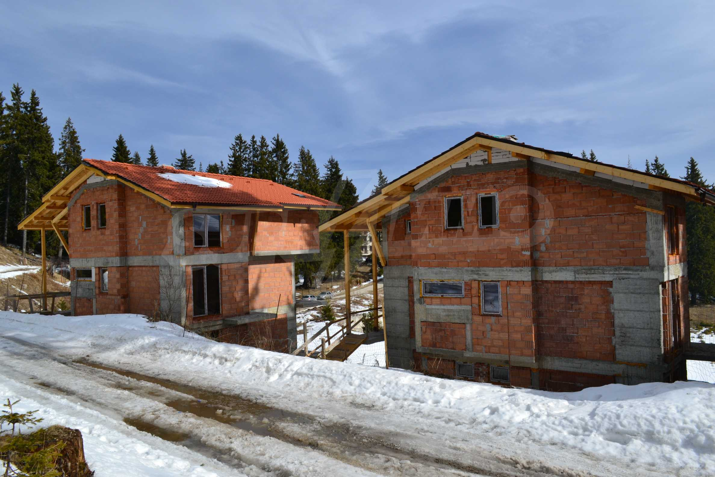 Modern, finished houses near the ski run and road in Pamporovo 5