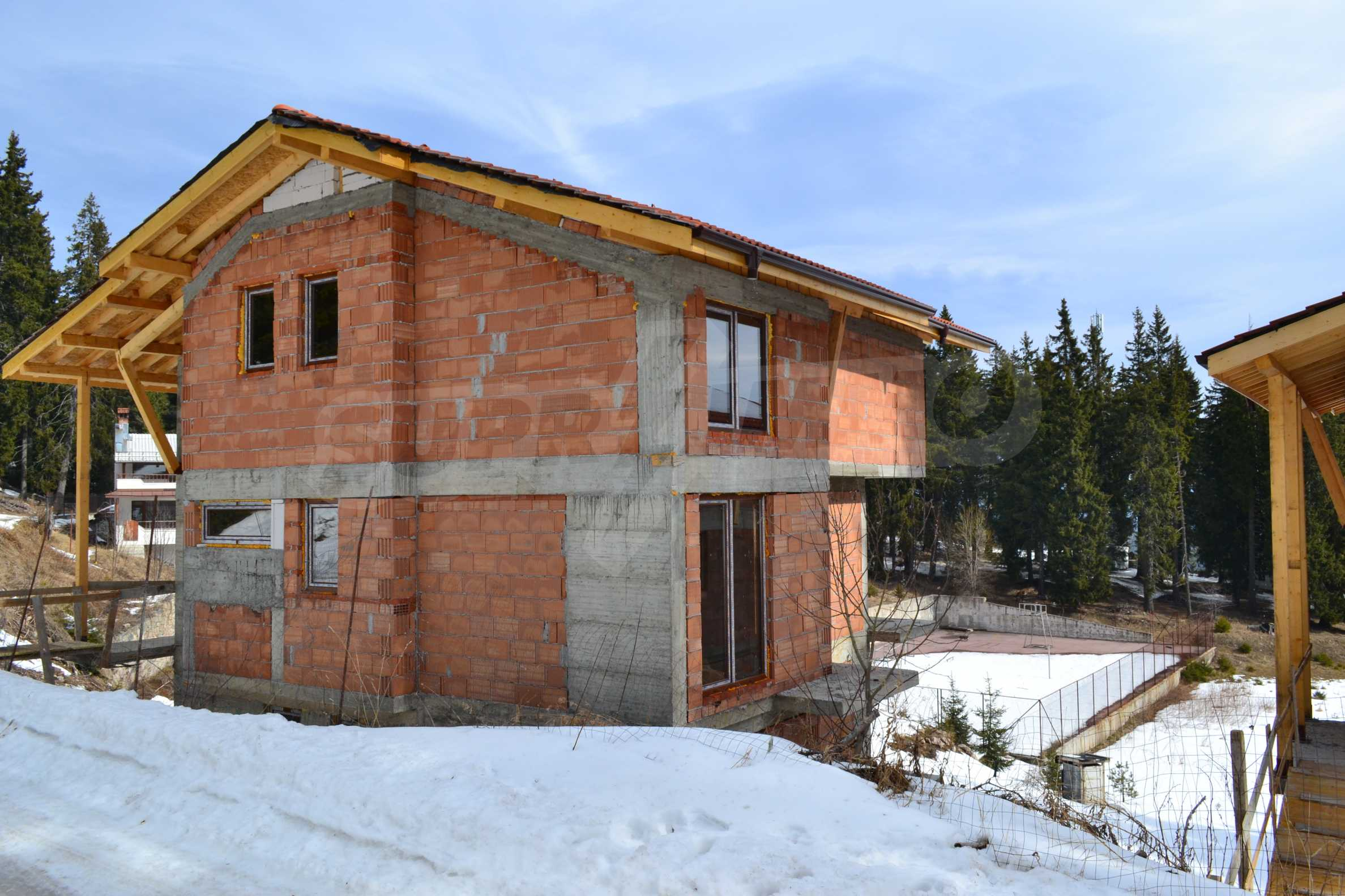 Modern, finished houses near the ski run and road in Pamporovo 9