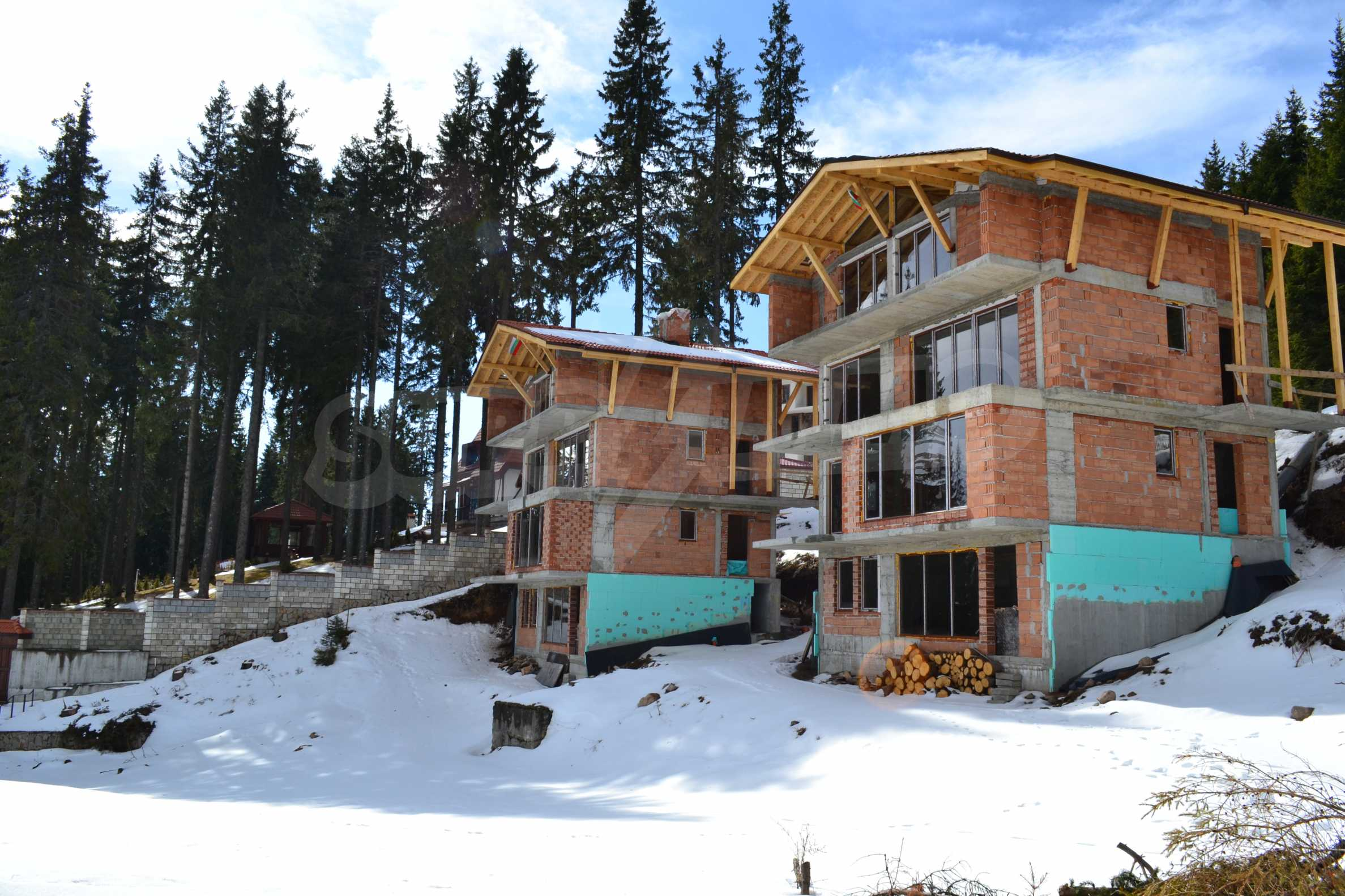 Modern, finished houses near the ski run and road in Pamporovo 6
