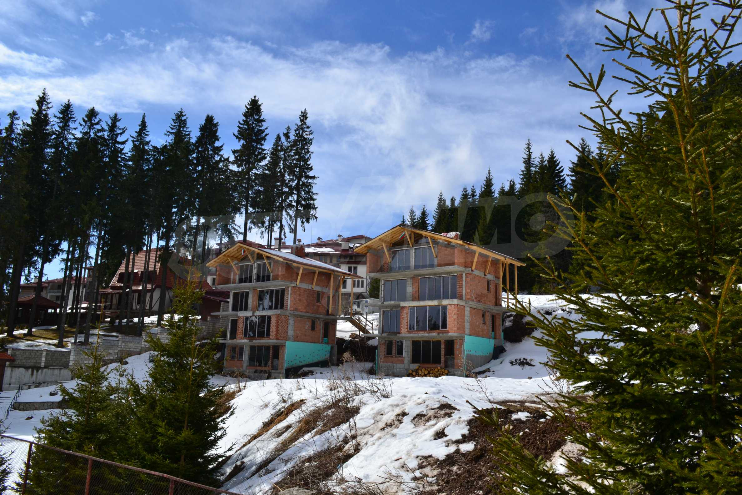 Modern, finished houses near the ski run and road in Pamporovo 7