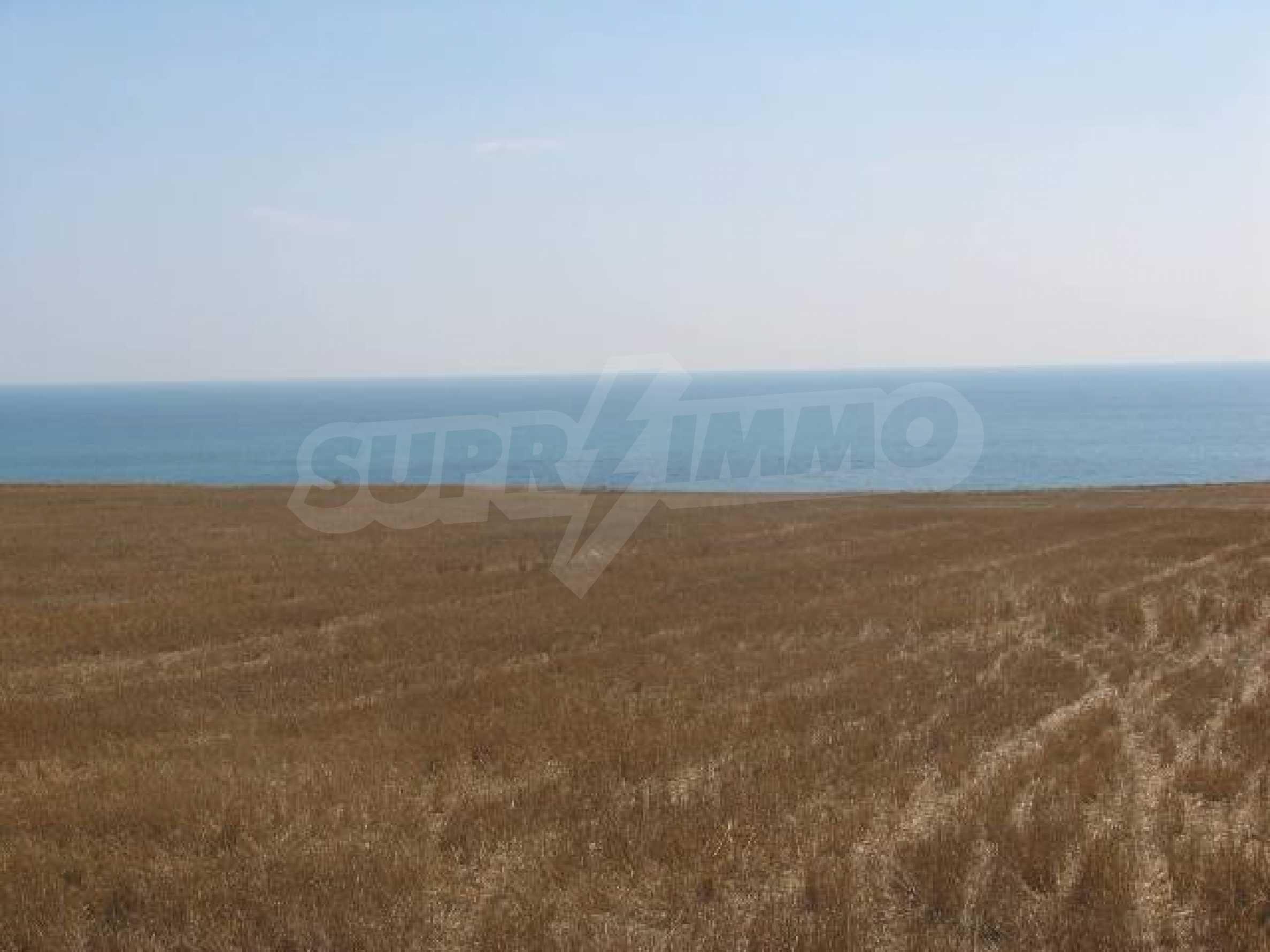 Два сельскохозяйственных участках земли около Каварна 1