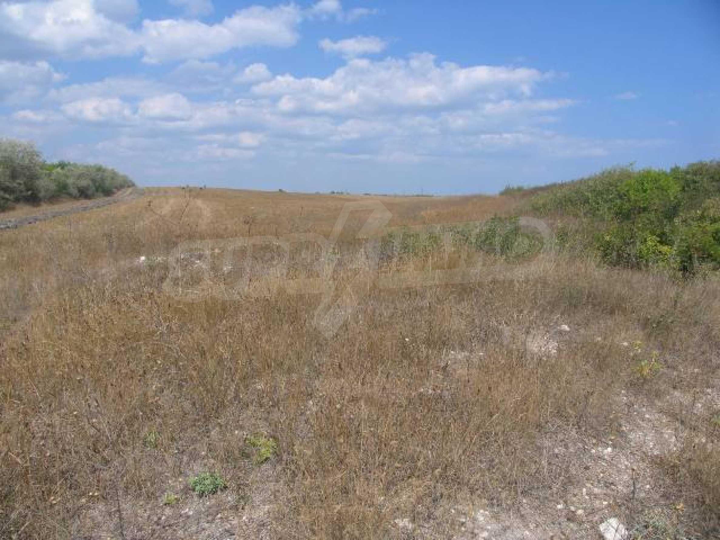 Два сельскохозяйственных участках земли около Каварна 2