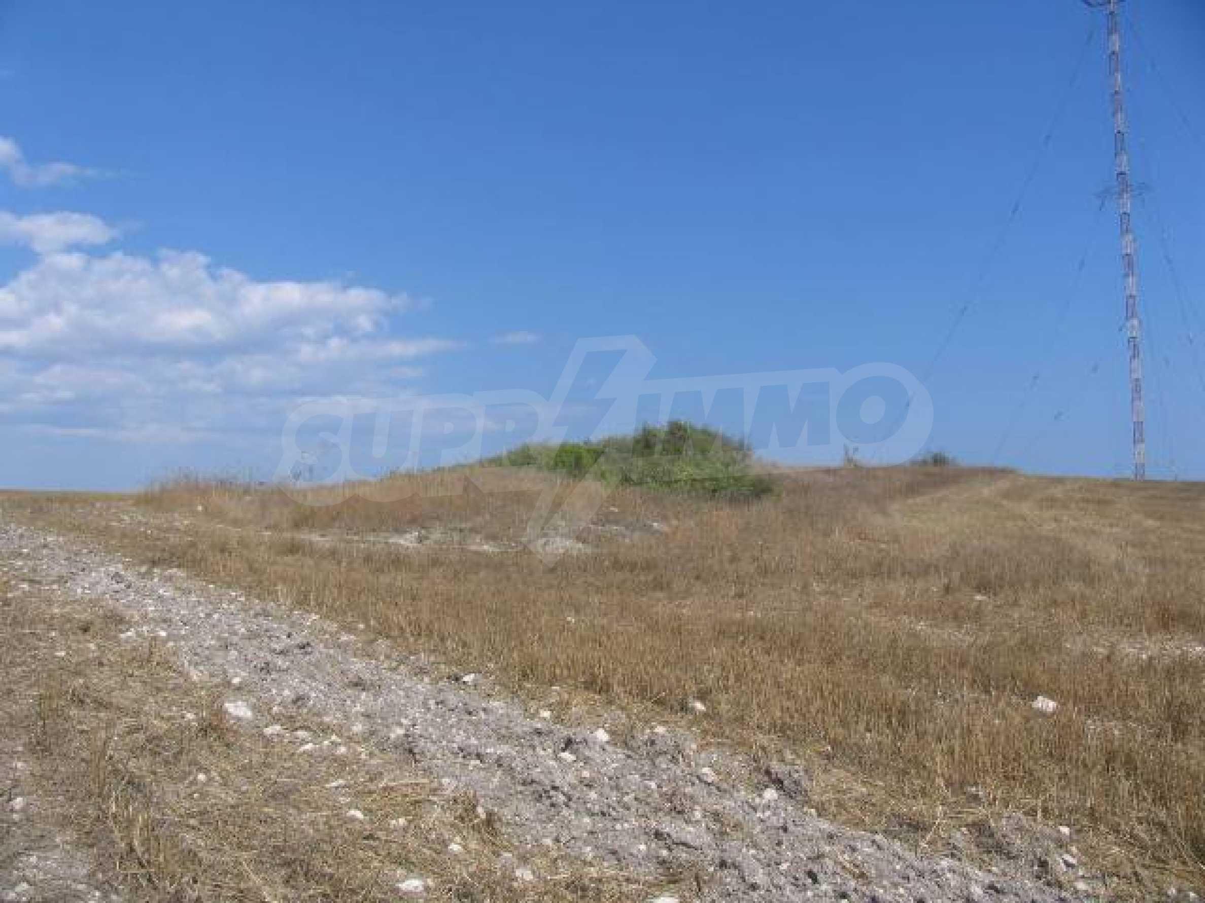 Два сельскохозяйственных участках земли около Каварна 3