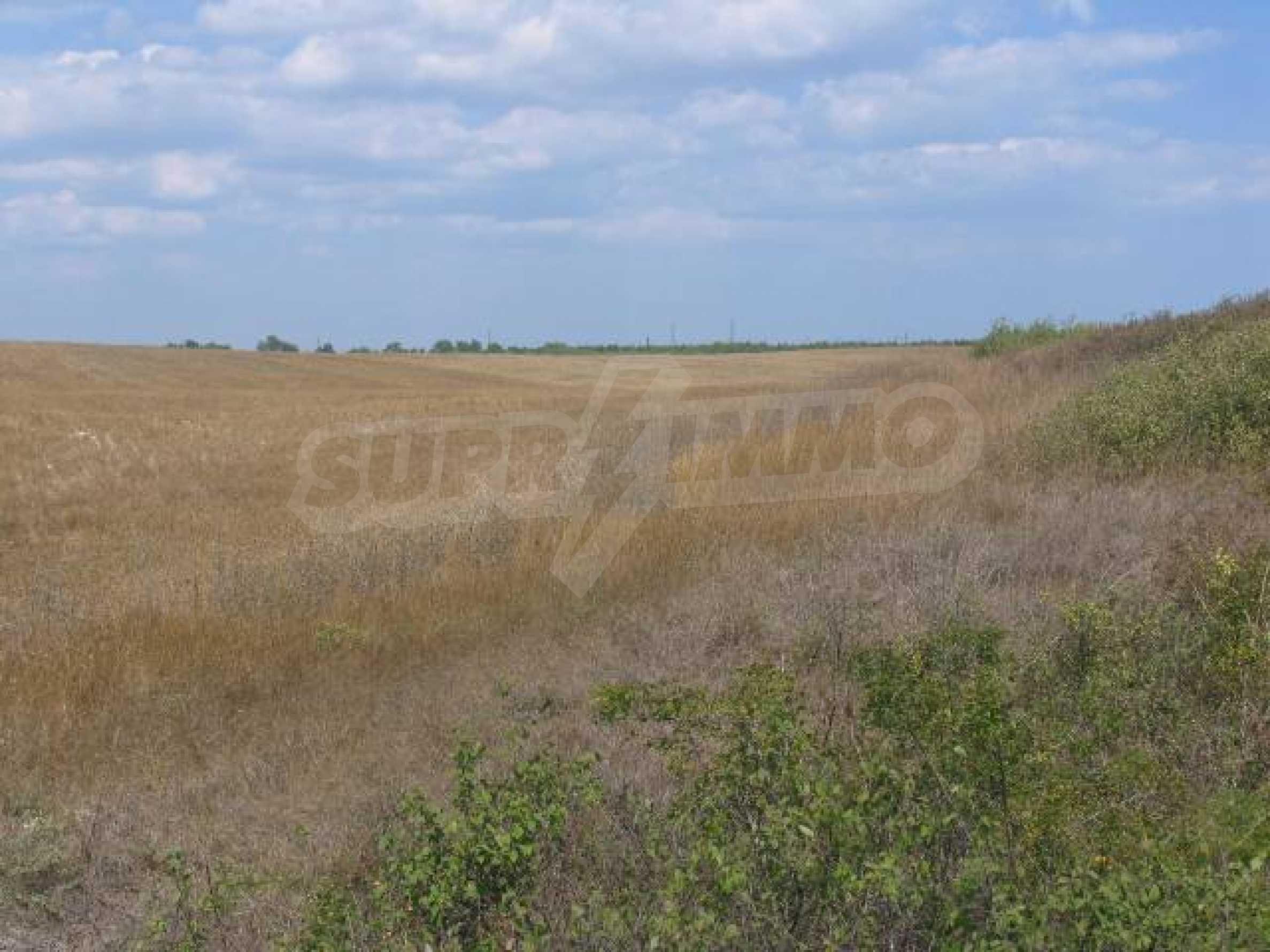 Два сельскохозяйственных участках земли около Каварна 4