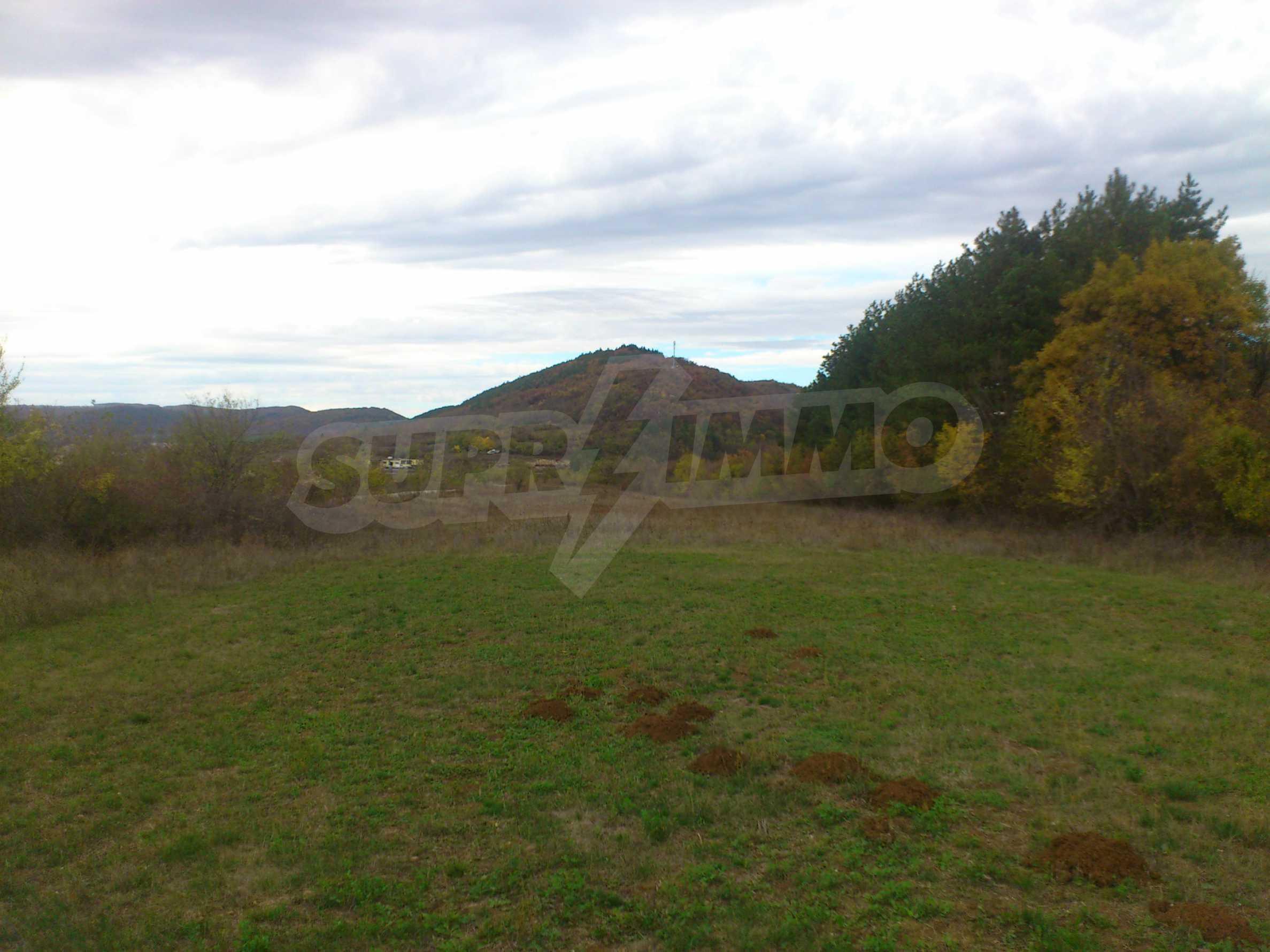 Grundstück 3 km von Veliko Tarnovo entfernt mit Blick auf eine Asphaltstraße 5